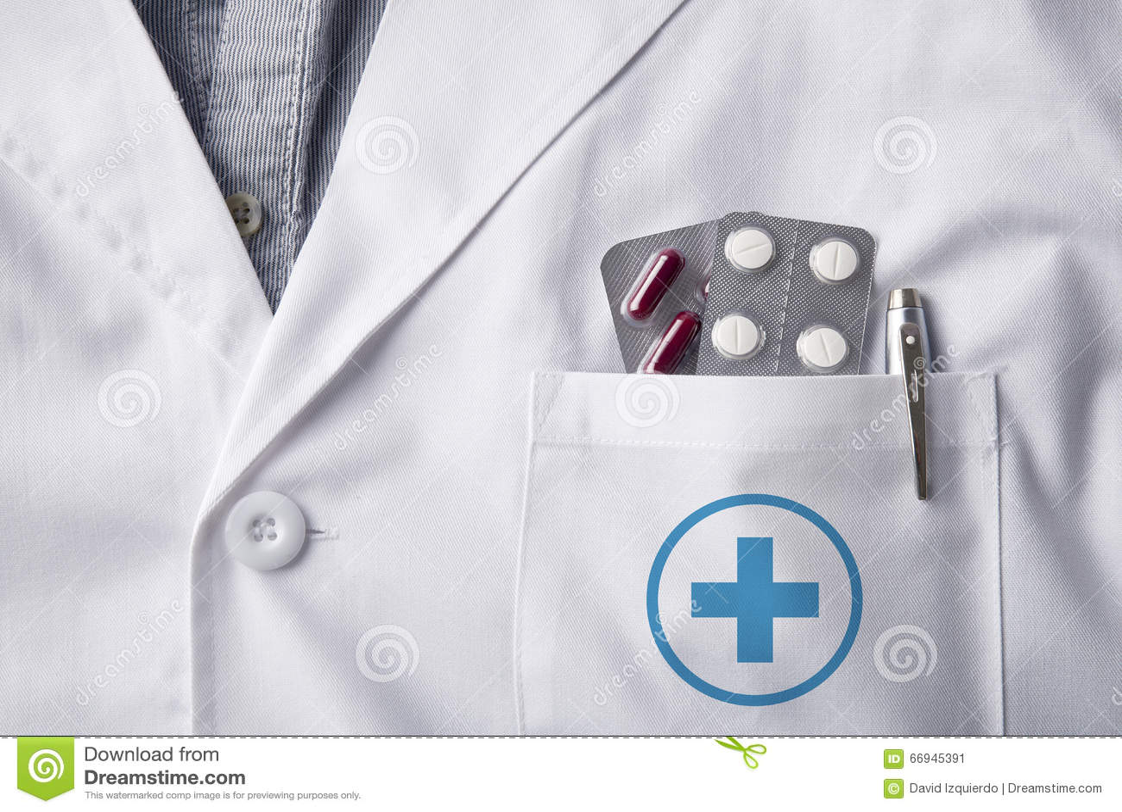 有水泡药片的褂子医生在口袋