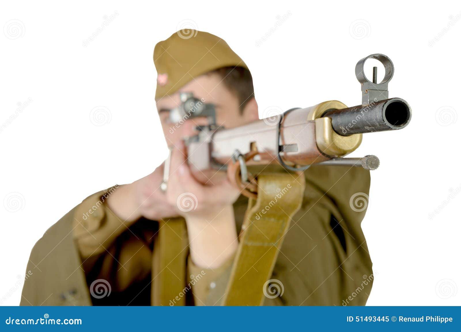 有他的步枪的苏联狙击手