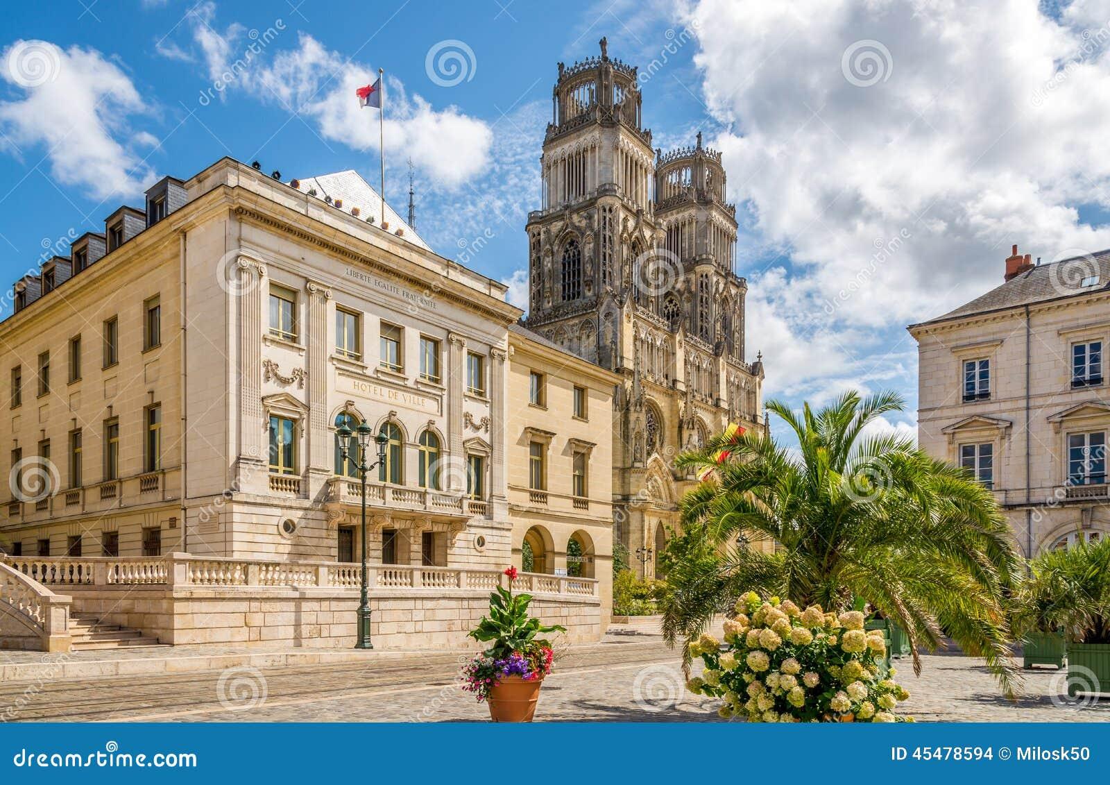 有Cathedrale的Sainte Croix d奥尔良市政厅