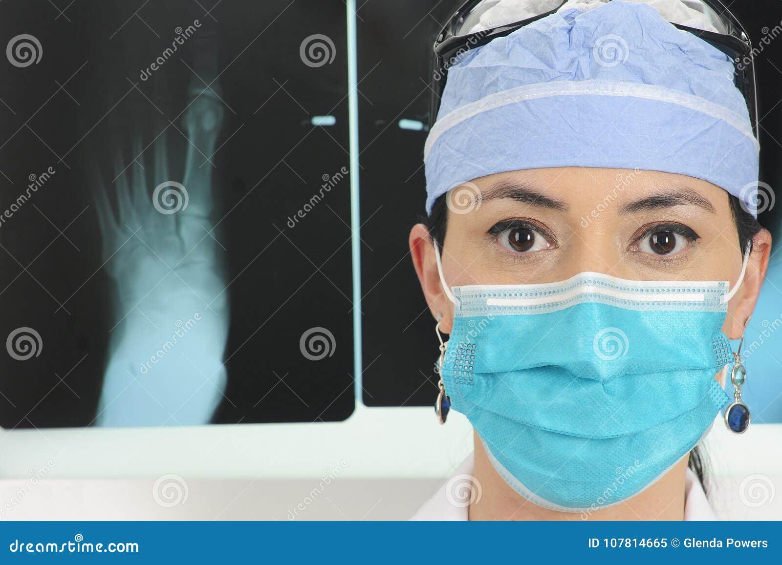 有X-射线的外科医生