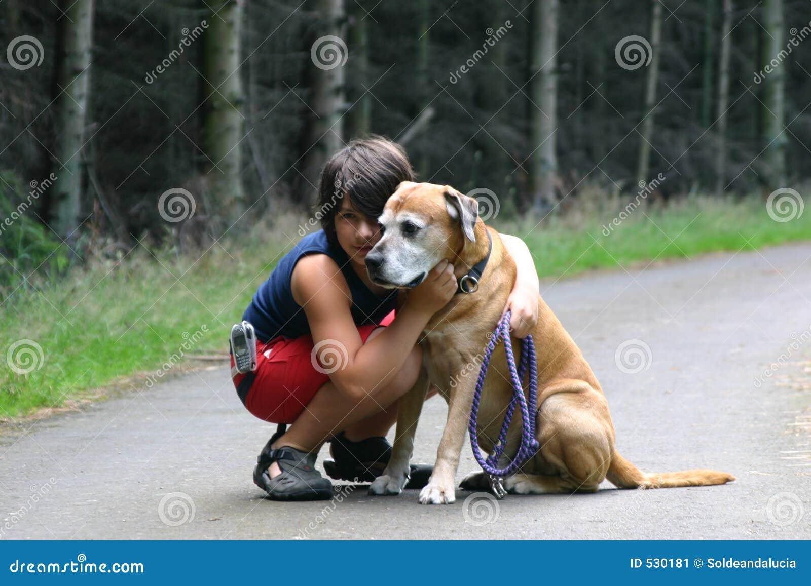 Download 朋友二 库存图片. 图片 包括有 执行, 结构, 结构树, 灿烂, 男朋友, 皮带, 培训, 敌意, 猎犬, leashed - 530181