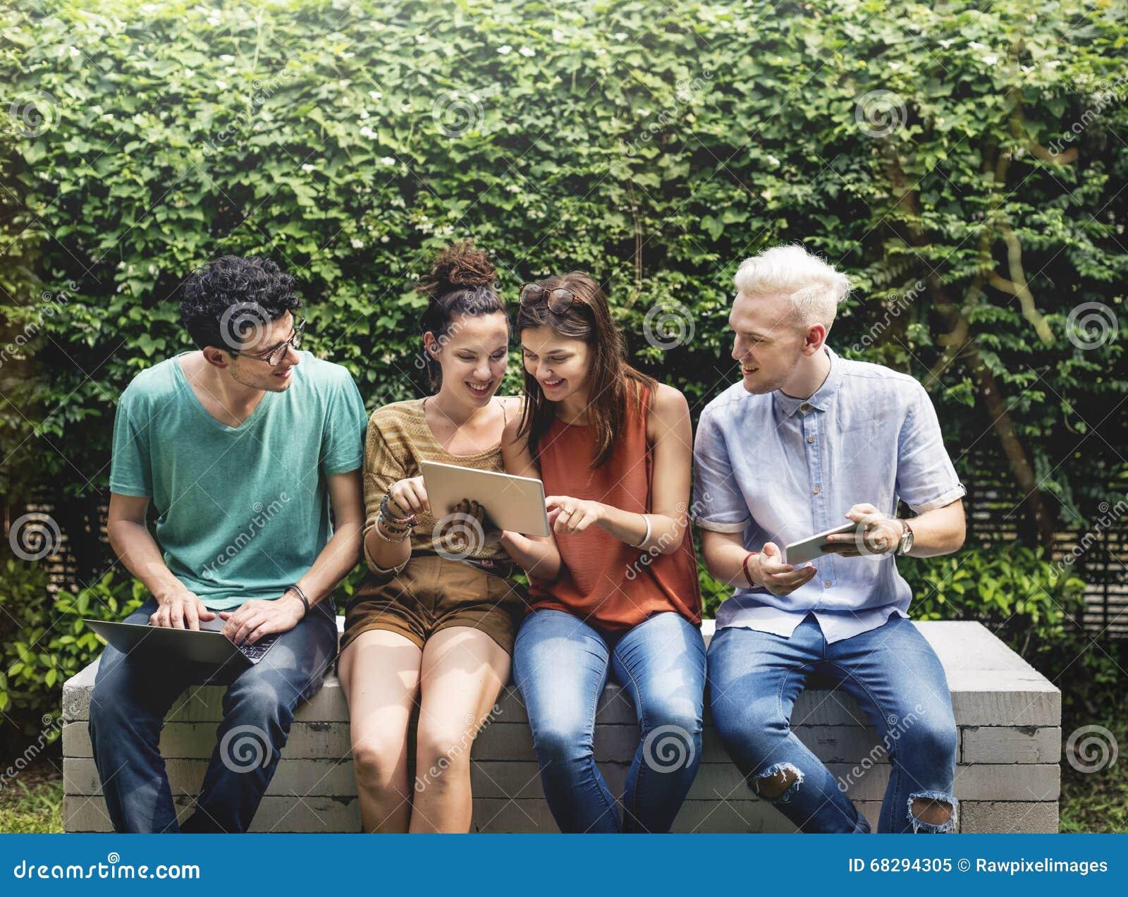朋友生活方式社会年轻十几岁概念