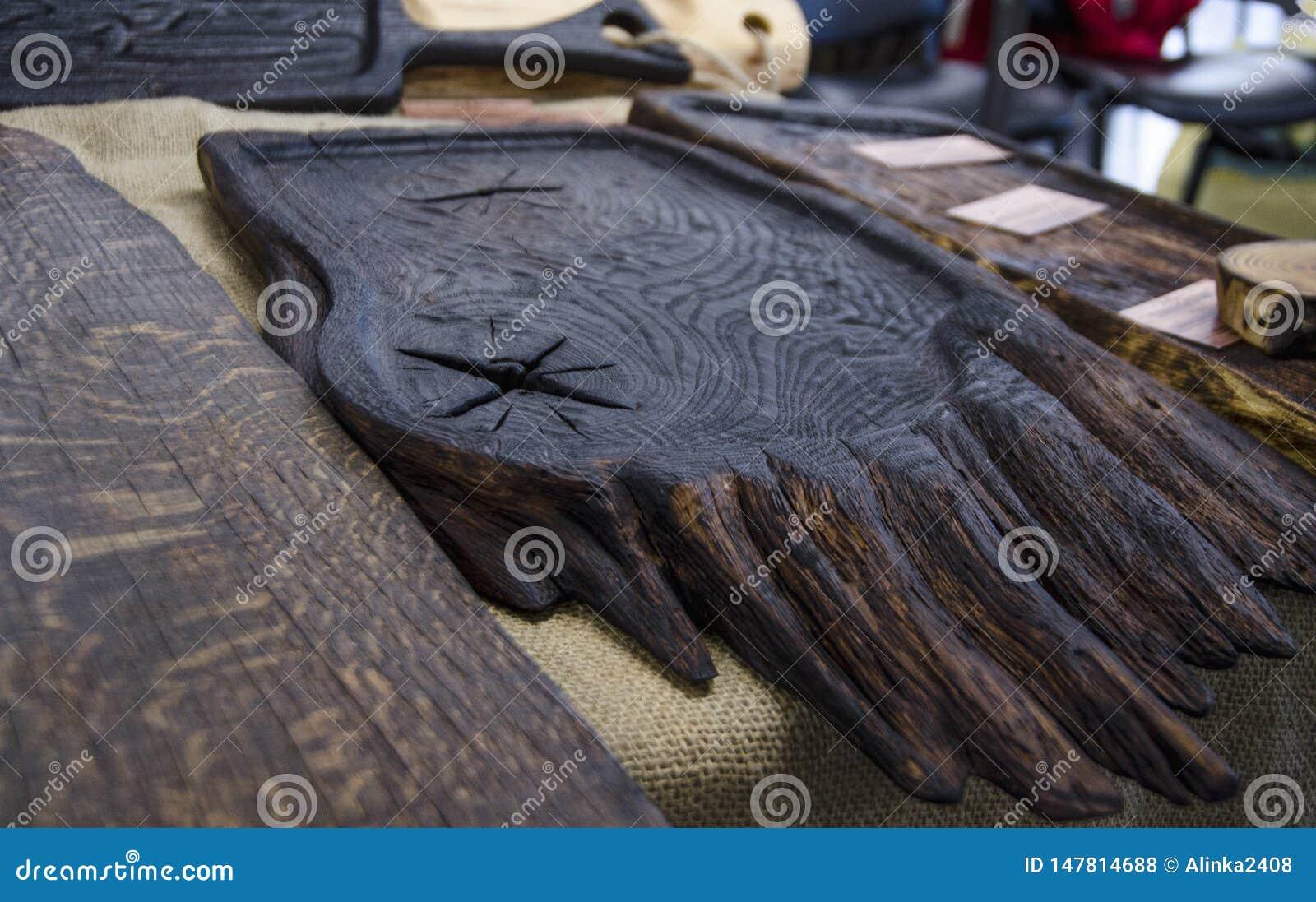 服务的食物的木板