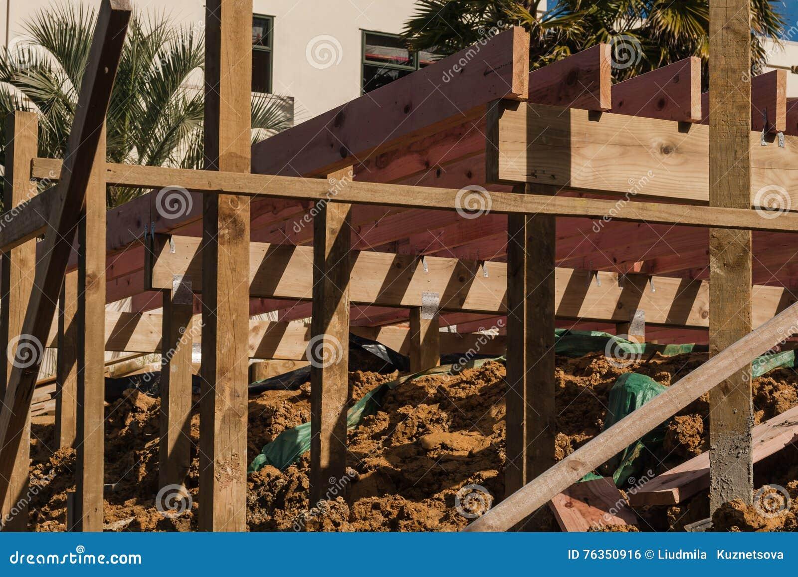 木交叠的建筑