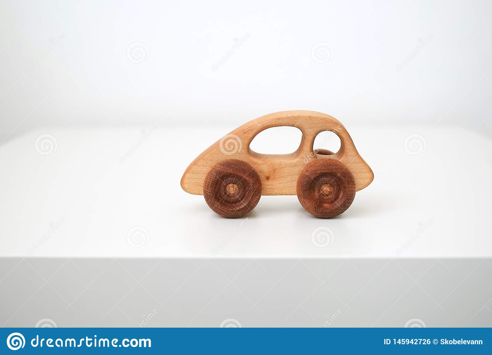 木儿童的玩具机器