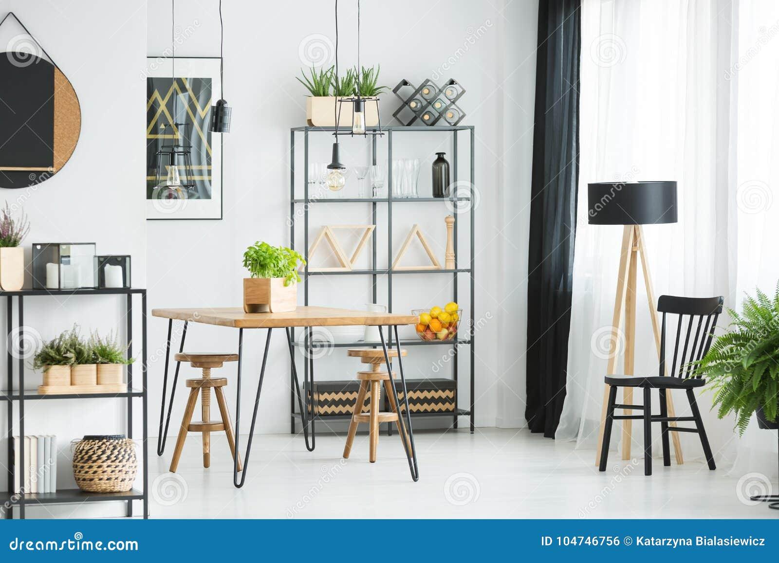 木头和金属家具