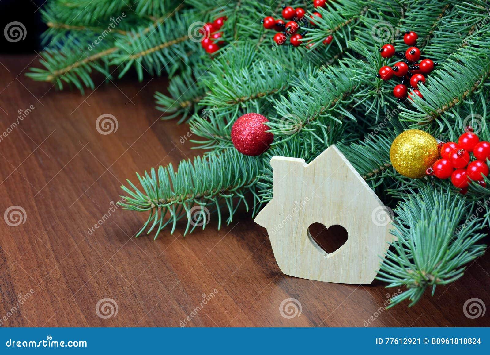木房子和杉树 圣诞节手工制造装饰品 新的肯定