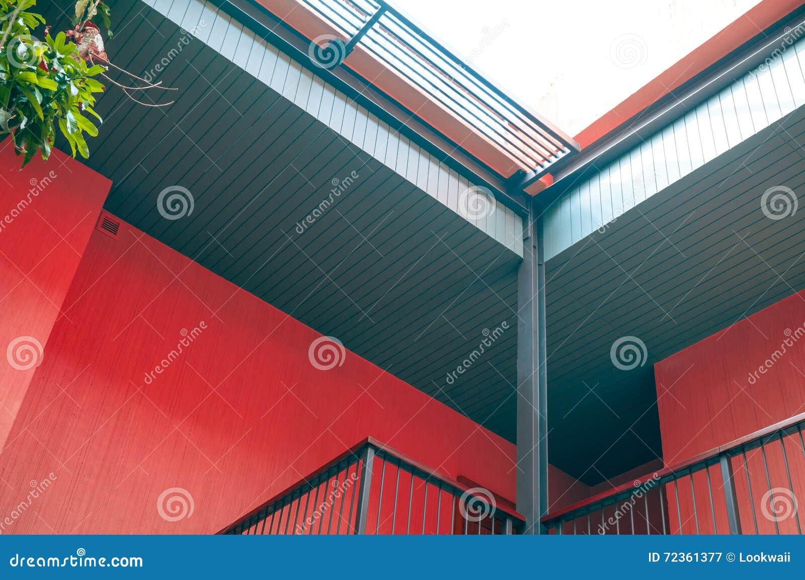 木板条屋顶设计的现代建筑建筑