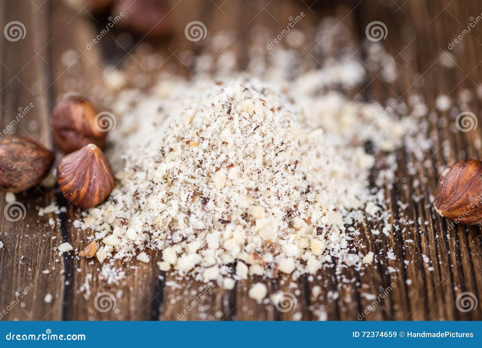 木桌用碎榛子