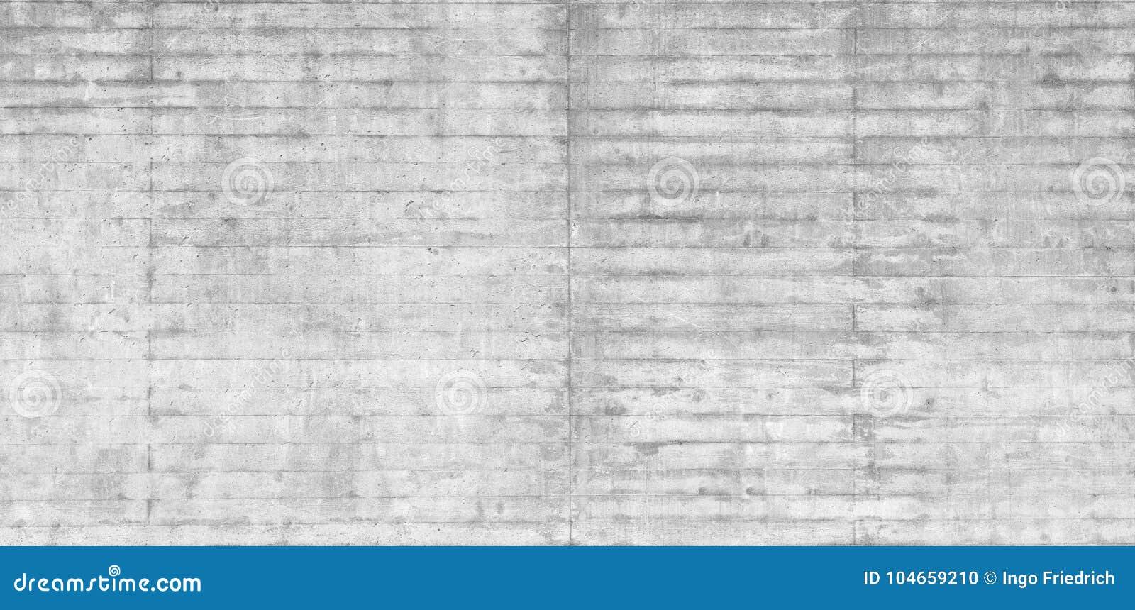 木模板纹理在一个未加工的混凝土墙盖印了