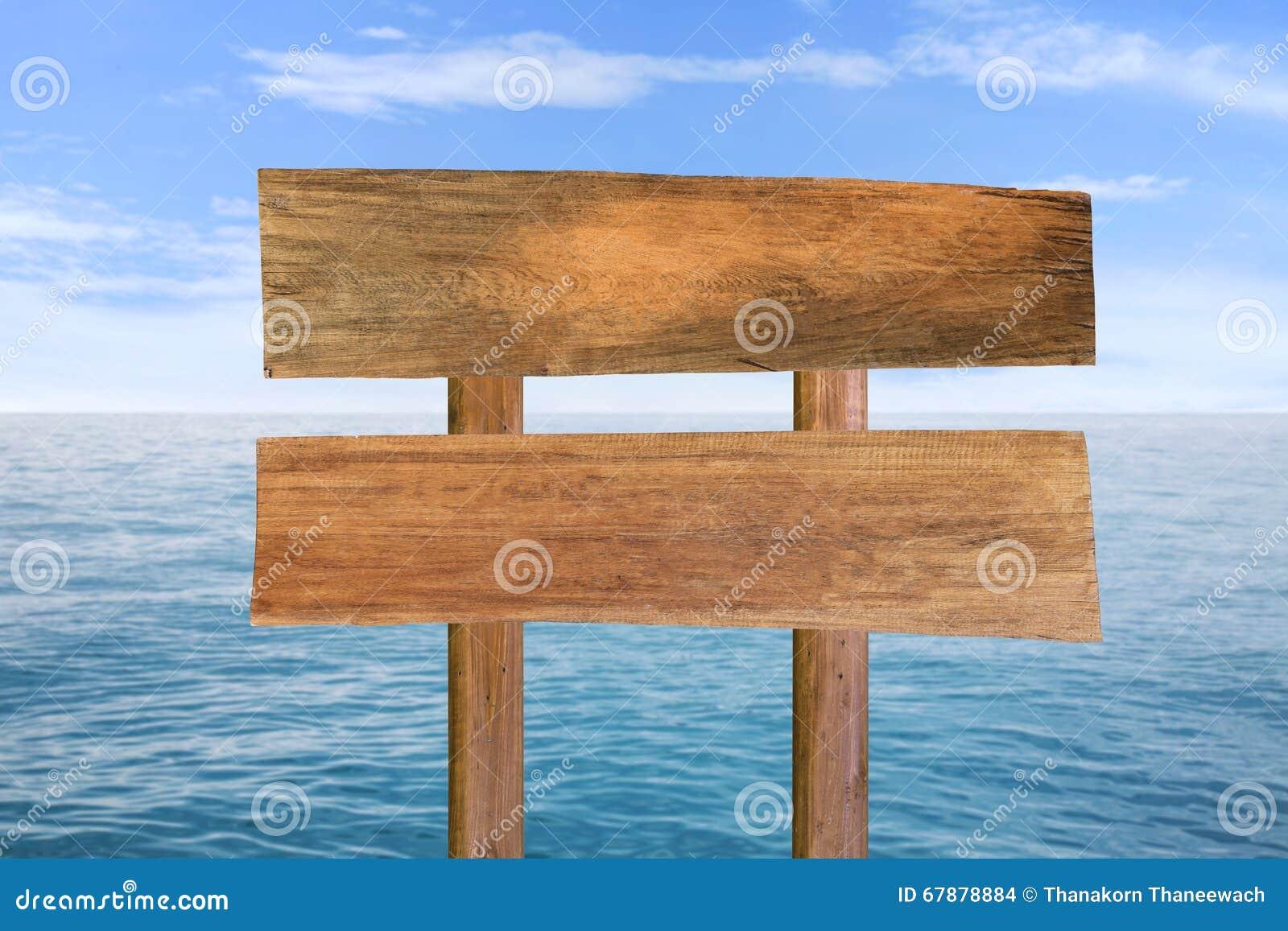 木牌有蓝色海和天空背景