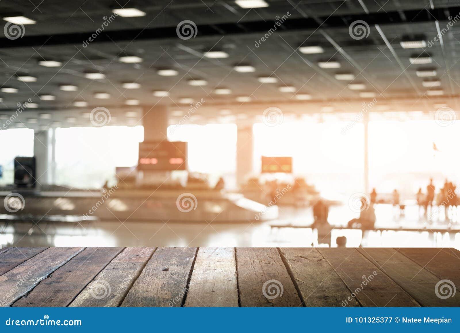 木的表 等待fo的旅客模糊的抽象背景