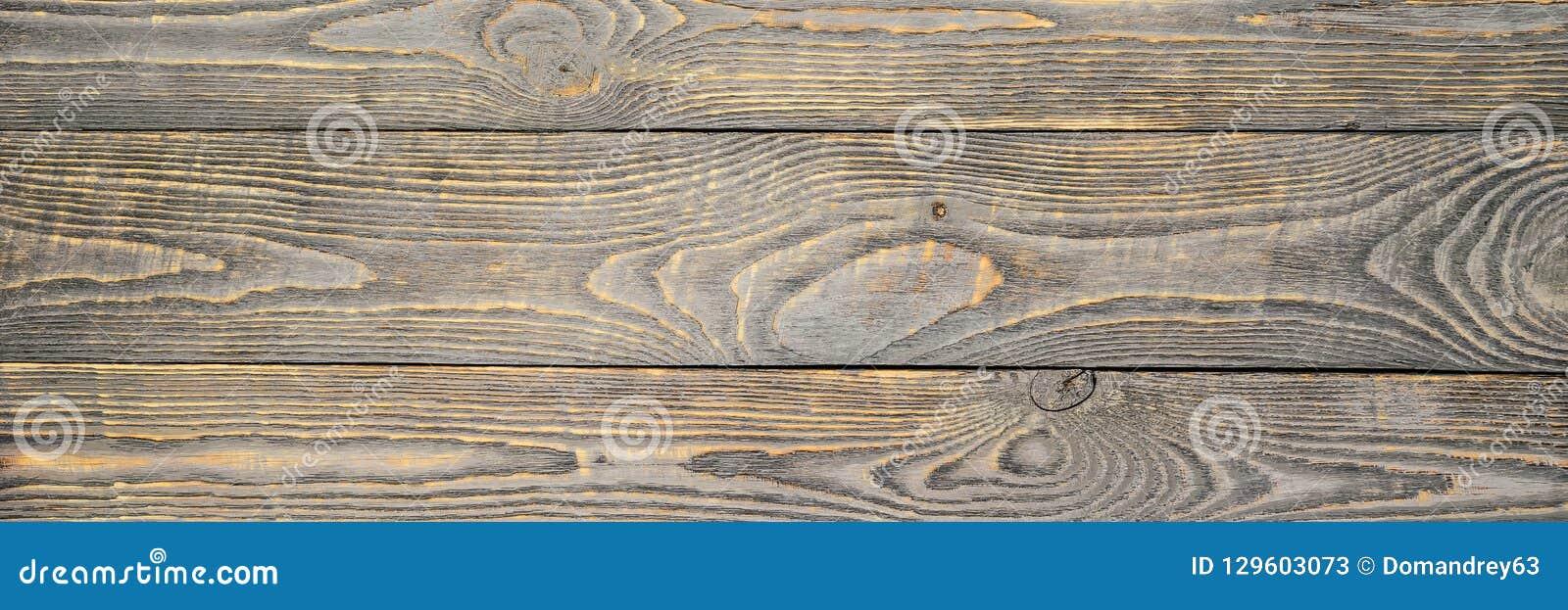 木纹理背景上与灰色油漆黄色颜色残余  狭窄