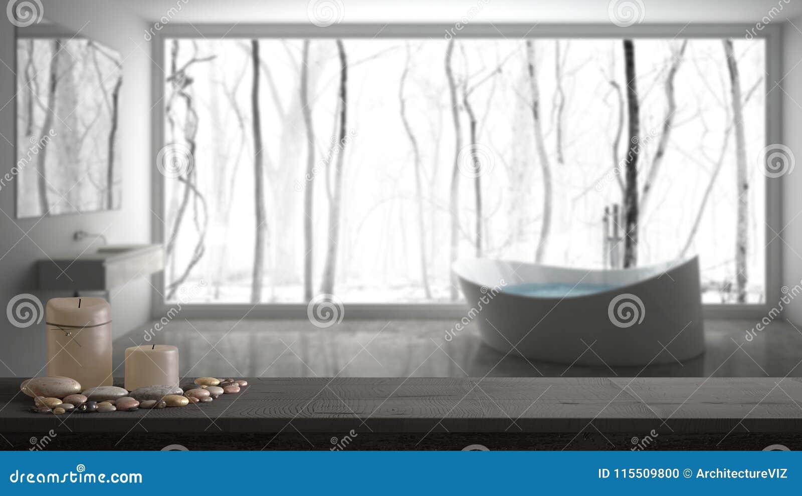木葡萄酒台式或架子与蜡烛和小卵石,禅宗心情,在被弄脏的灰色卫生间有大全景窗口的,白色