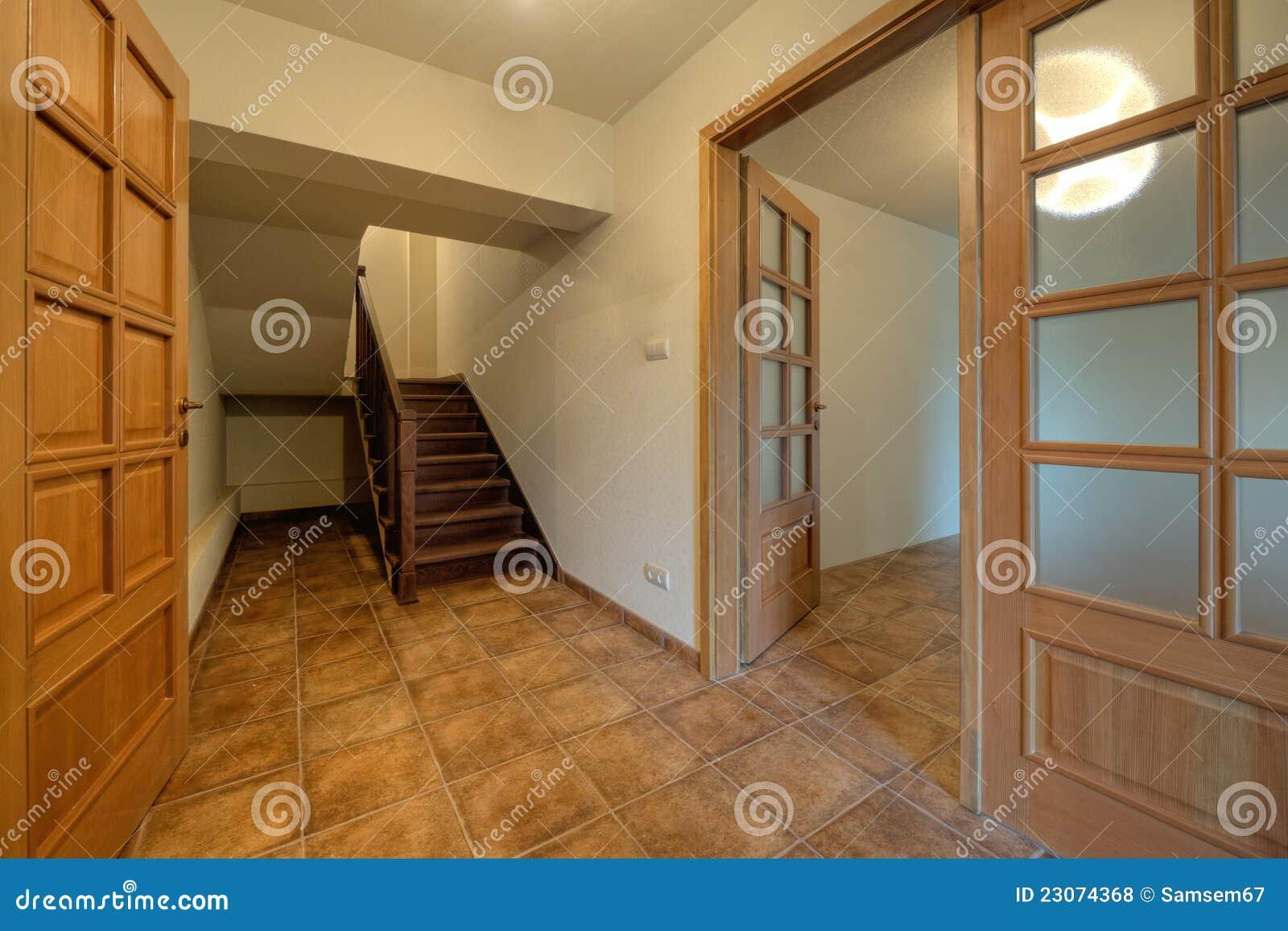 木门和台阶在新的家
