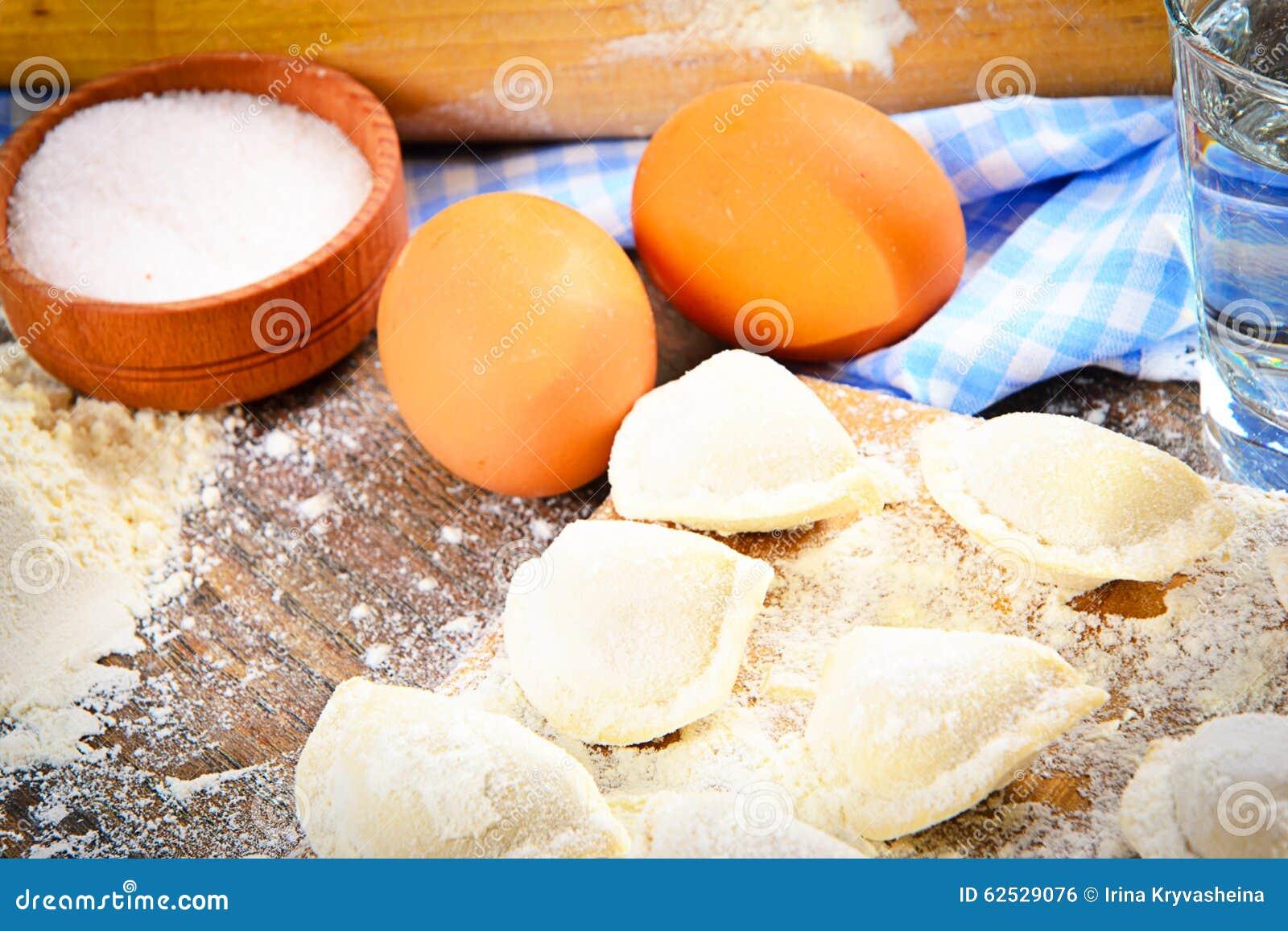 未加工的自创饺子,俄语Pelmeni