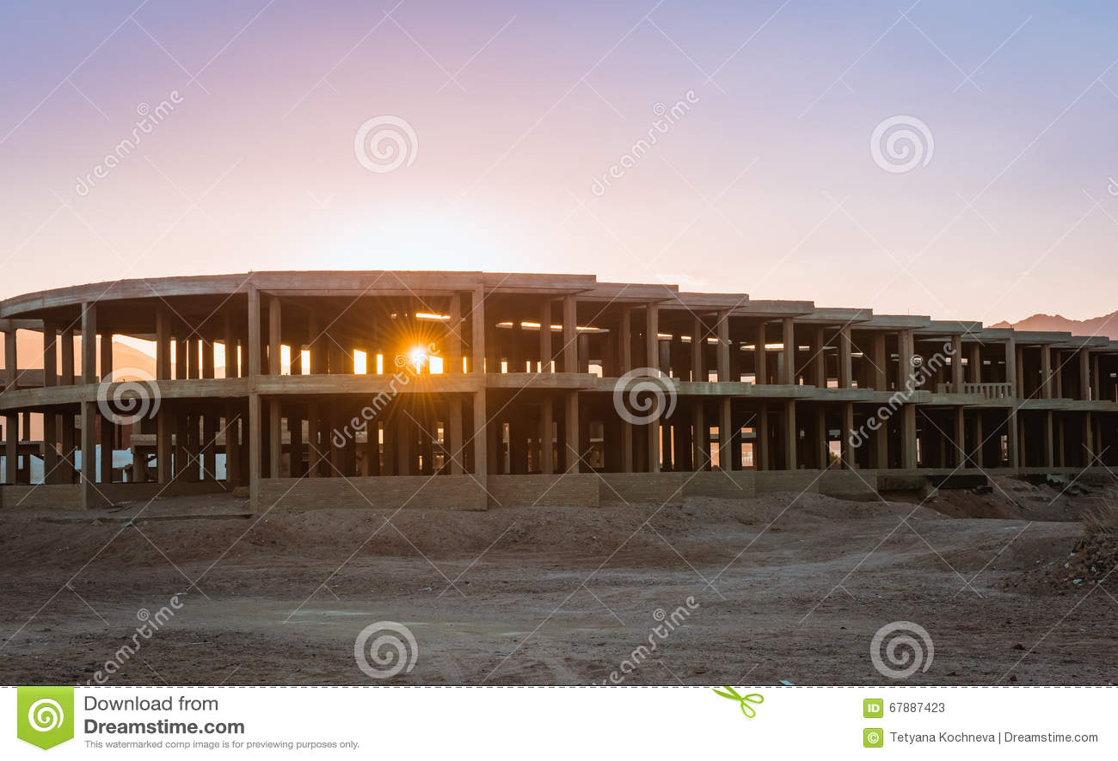 未完成的手段大厦,放弃在埃及
