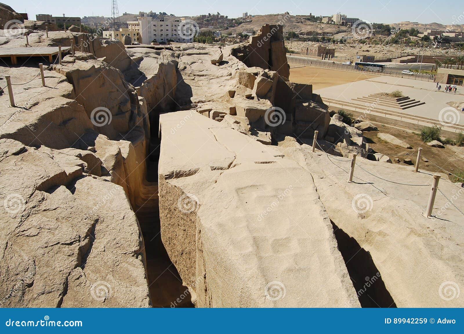 未完成的方尖碑-阿斯旺-埃及