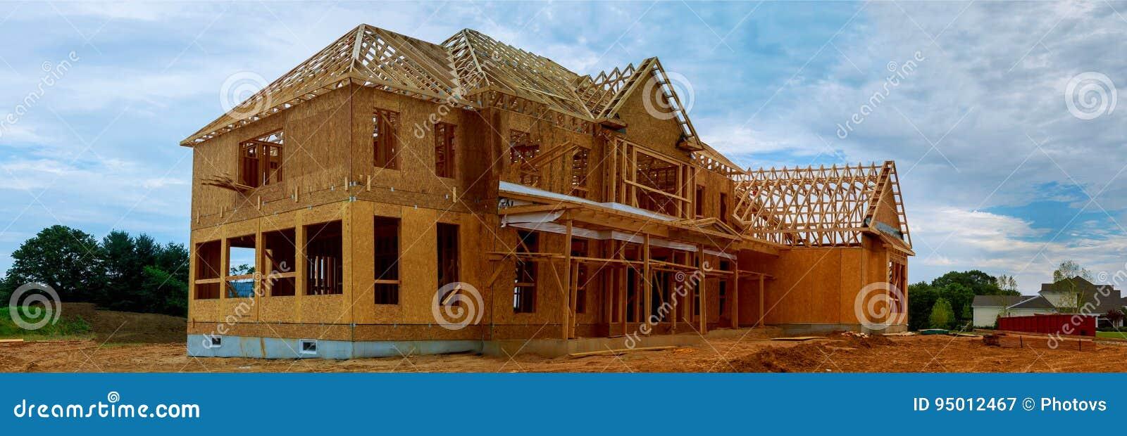 未完成的木构成建筑或房子