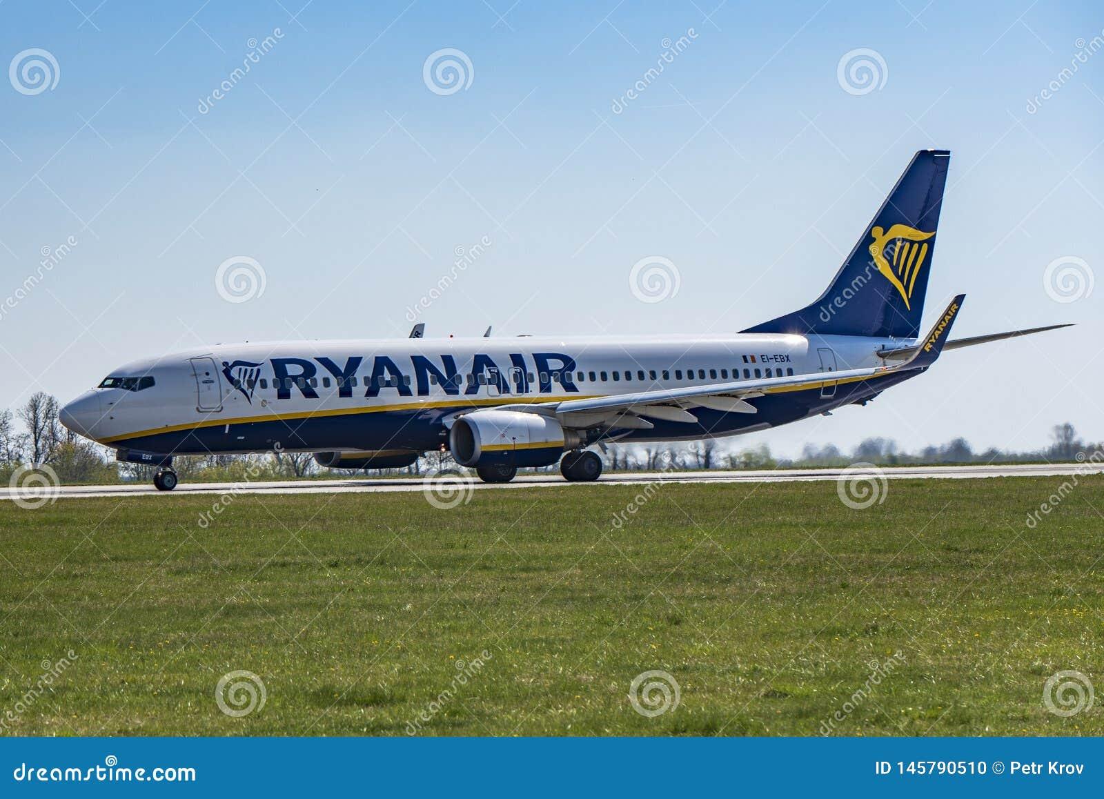 机场布拉格鲁济涅LKPR,波音737-800瑞安航空公司