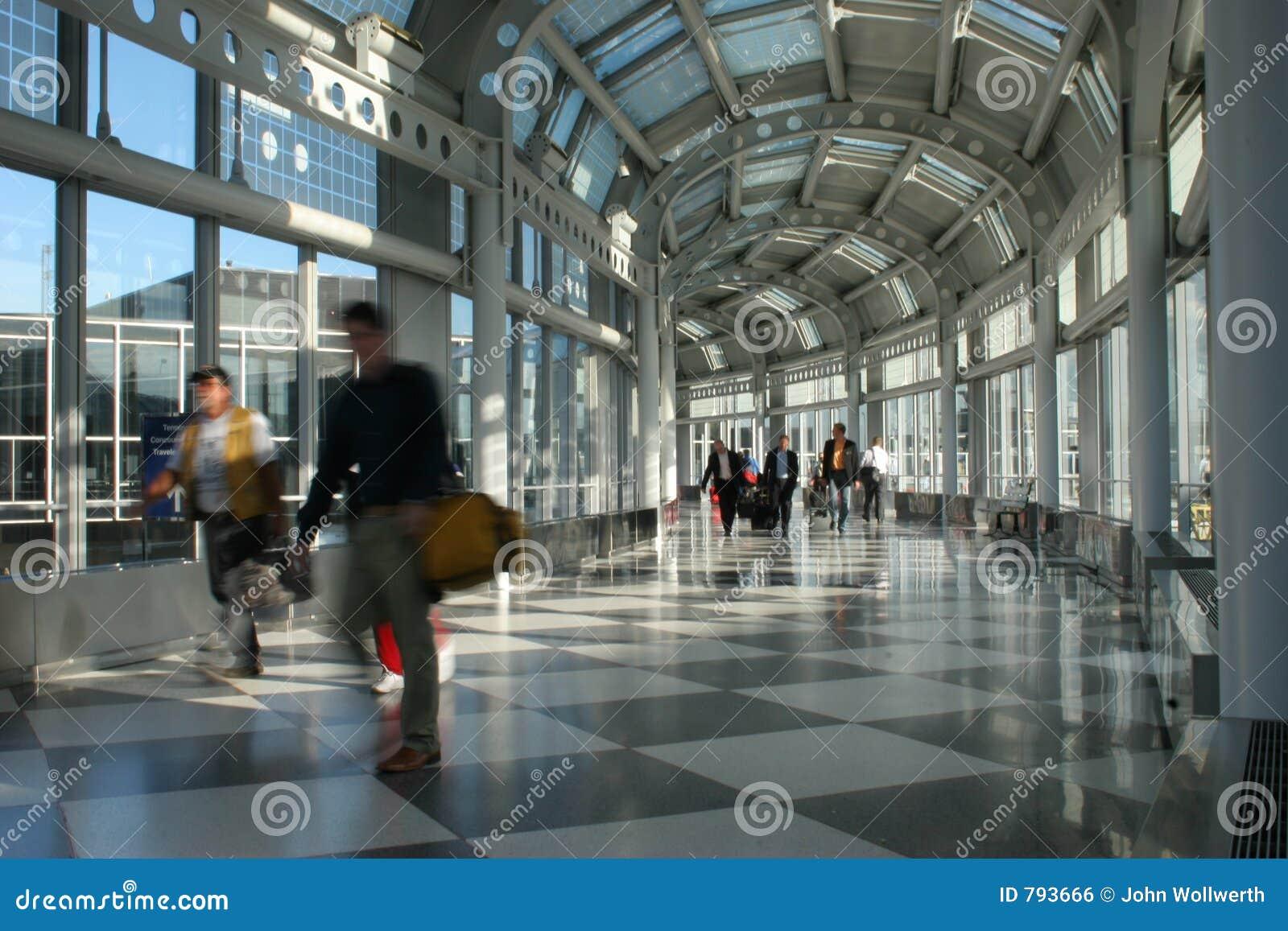 机场繁忙的国际