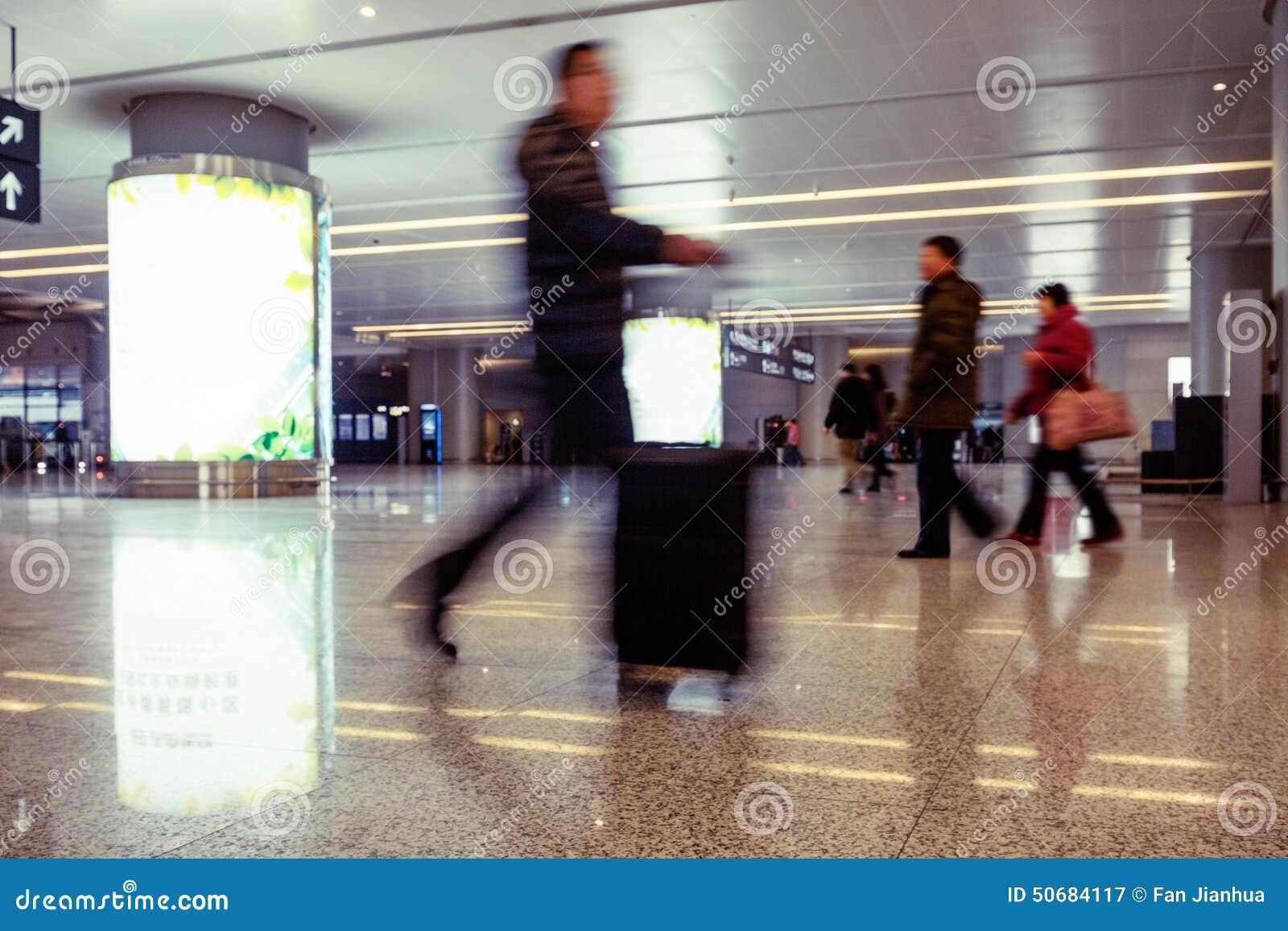 Download 机场隧道和步行者 库存图片. 图片 包括有 建筑, 旅游业, 目的地, 的treadled, 购物中心, 结构 - 50684117