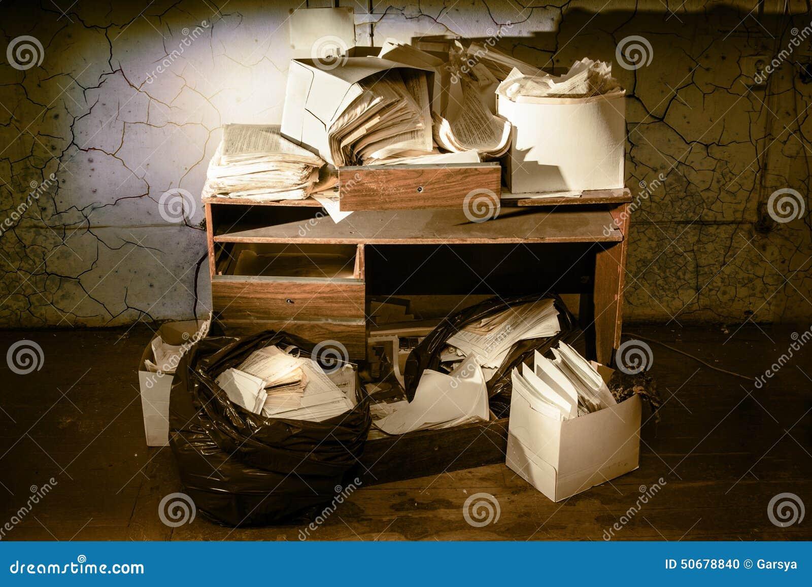 Download 杂乱工作场所 库存照片. 图片 包括有 凌乱, 沮丧, 纸张, 未组织起来, 没人, 内部, 服务台, 杂乱 - 50678840