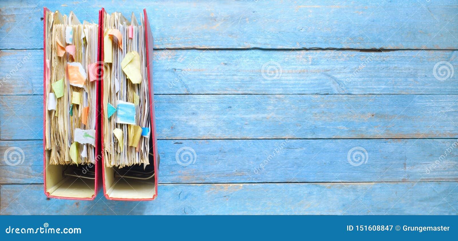 杂乱文件夹和文件行,繁文缛节,官僚概念,全景格式,拷贝空间
