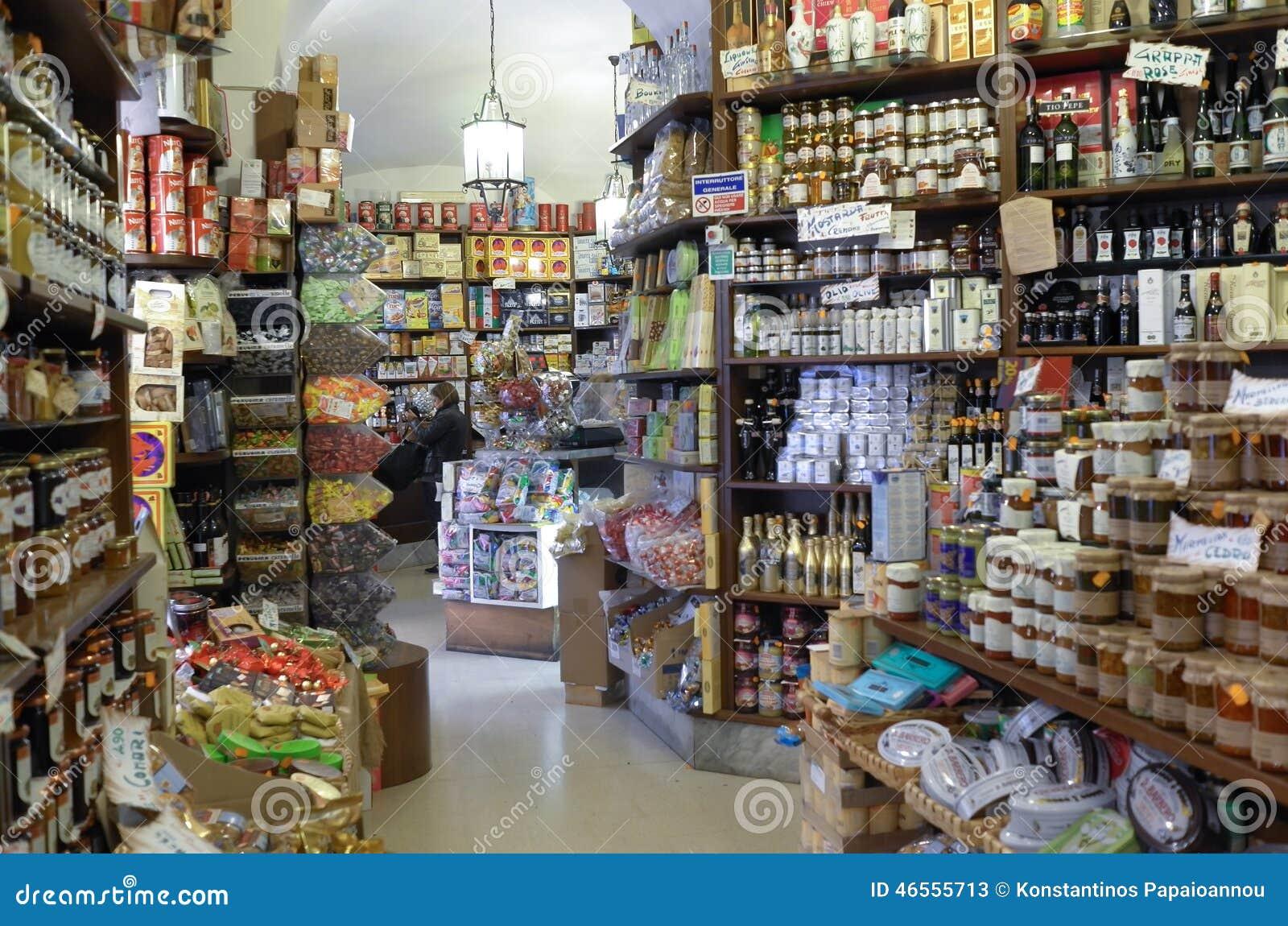 草鱼食品店的内部在罗马面团卖各种各样的这是例如产品,调味汁,一家饮料饵料怎么v草鱼图片