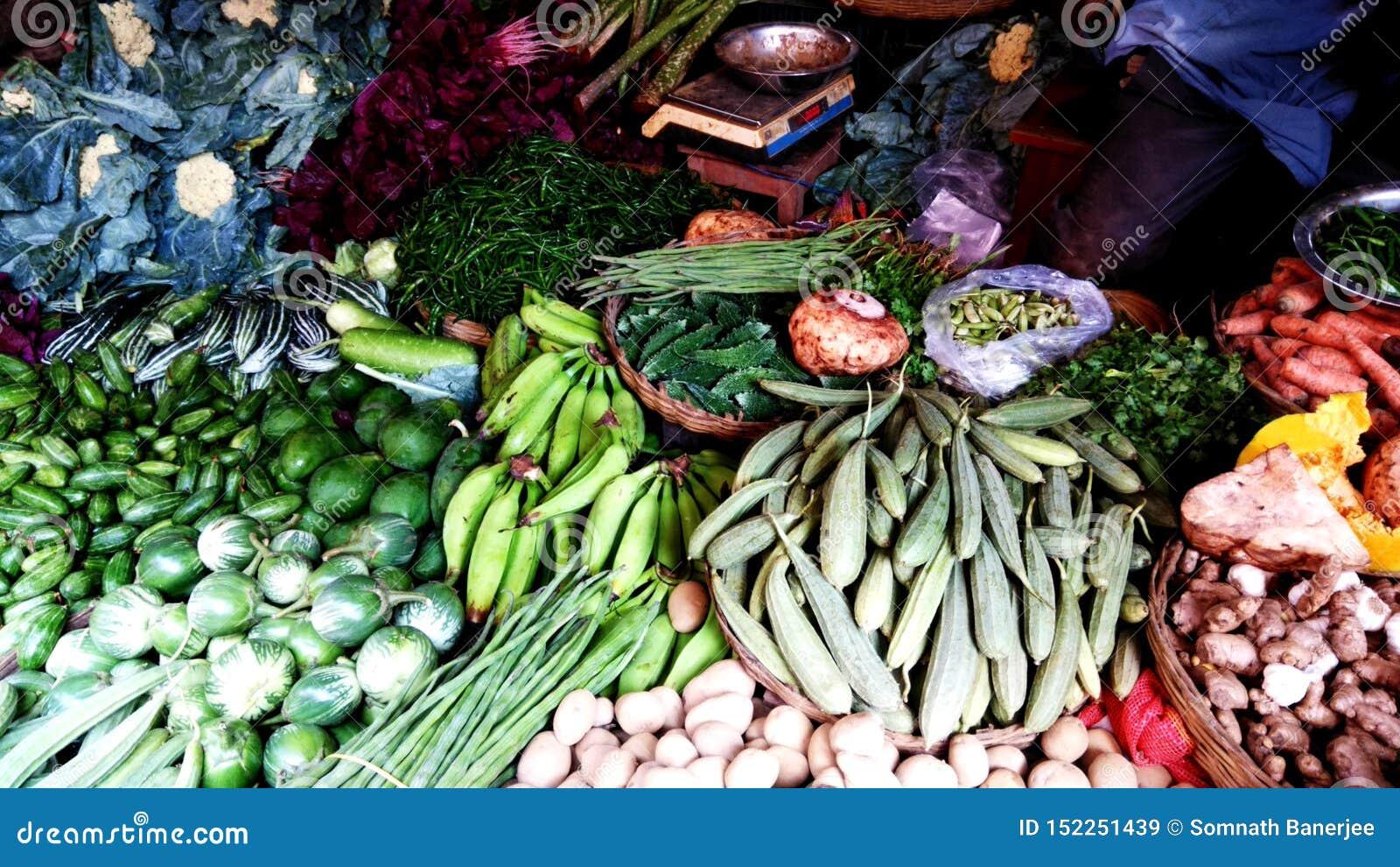 村庄菜在市场商店