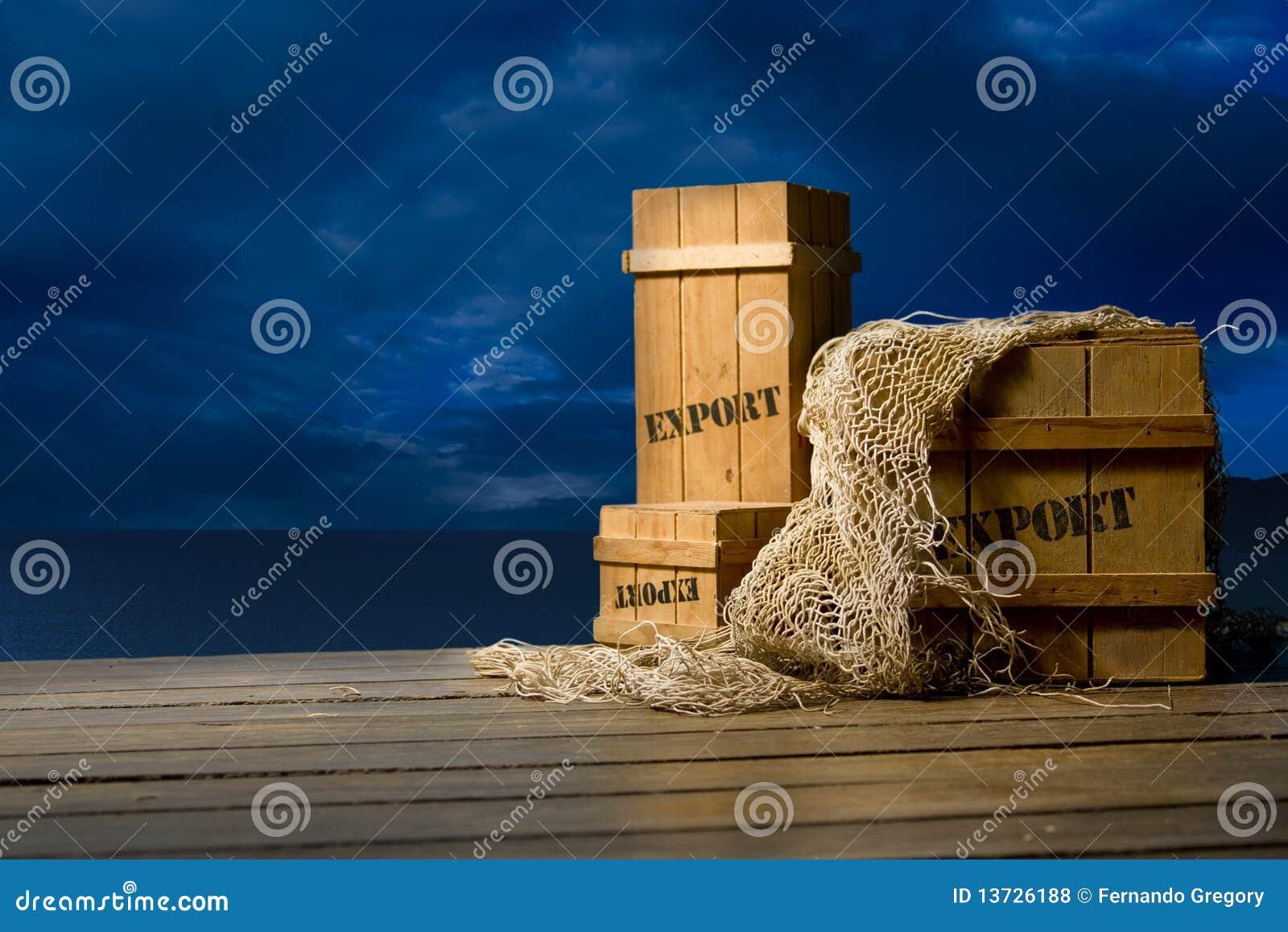 条板箱靠码头导出被包装的木
