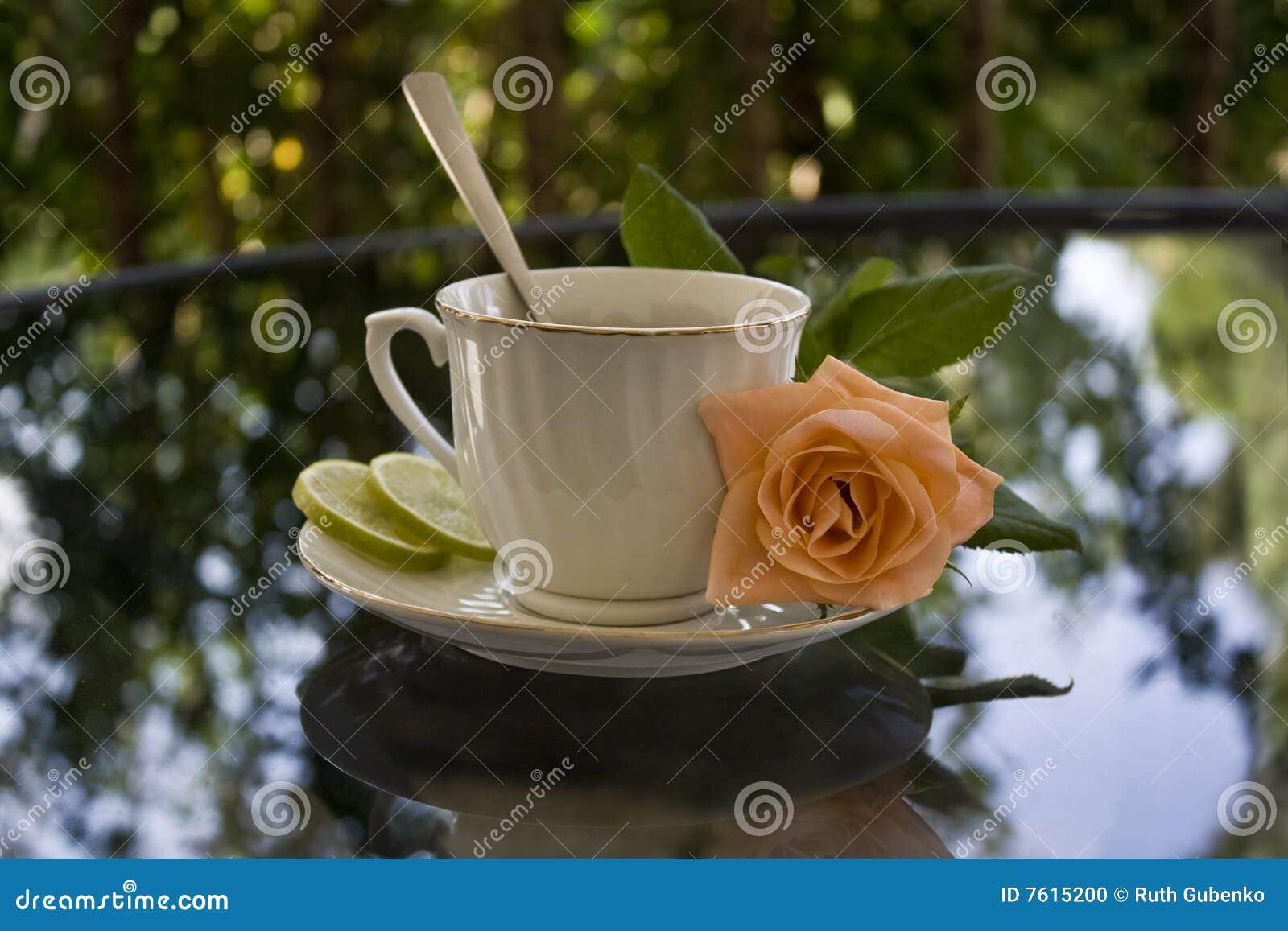 杯子桔子玫瑰色茶