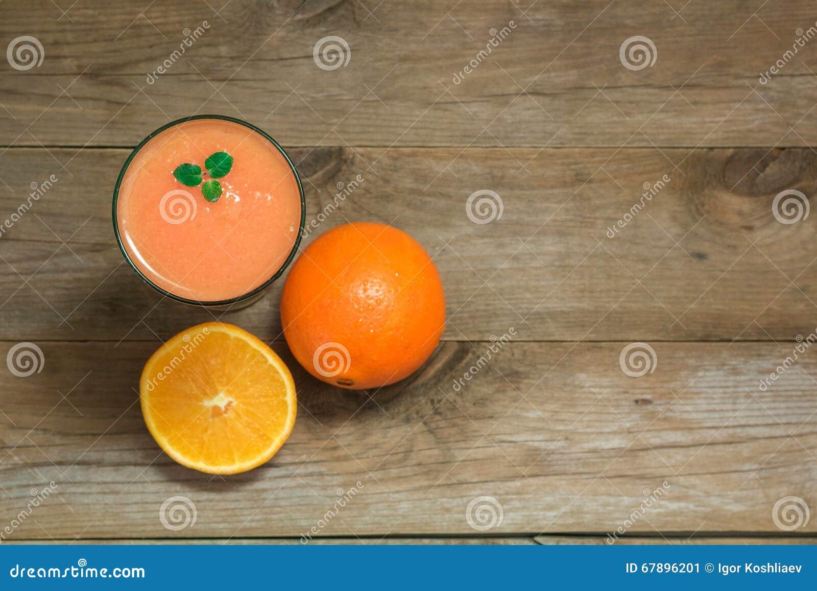 杯果子圆滑的人和桔子