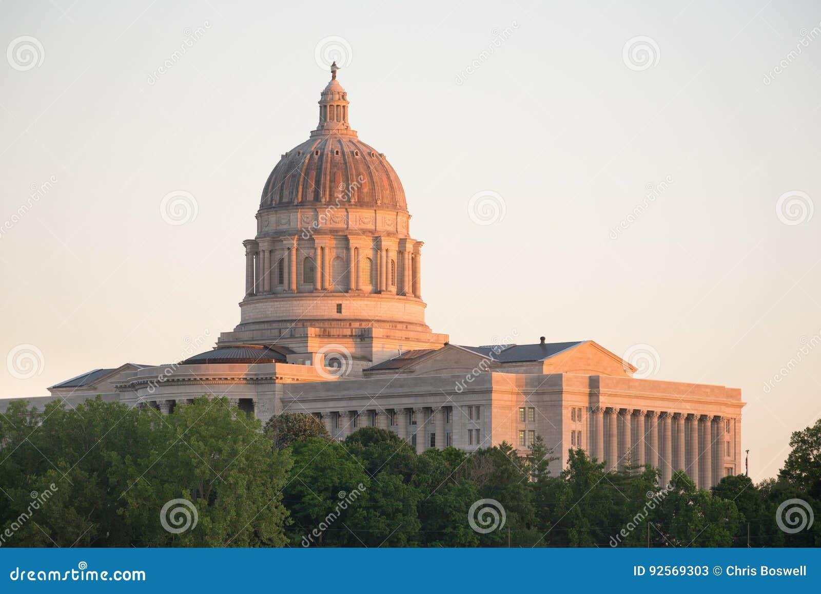 杰斐逊城密苏里首都修造的街市日落建筑学