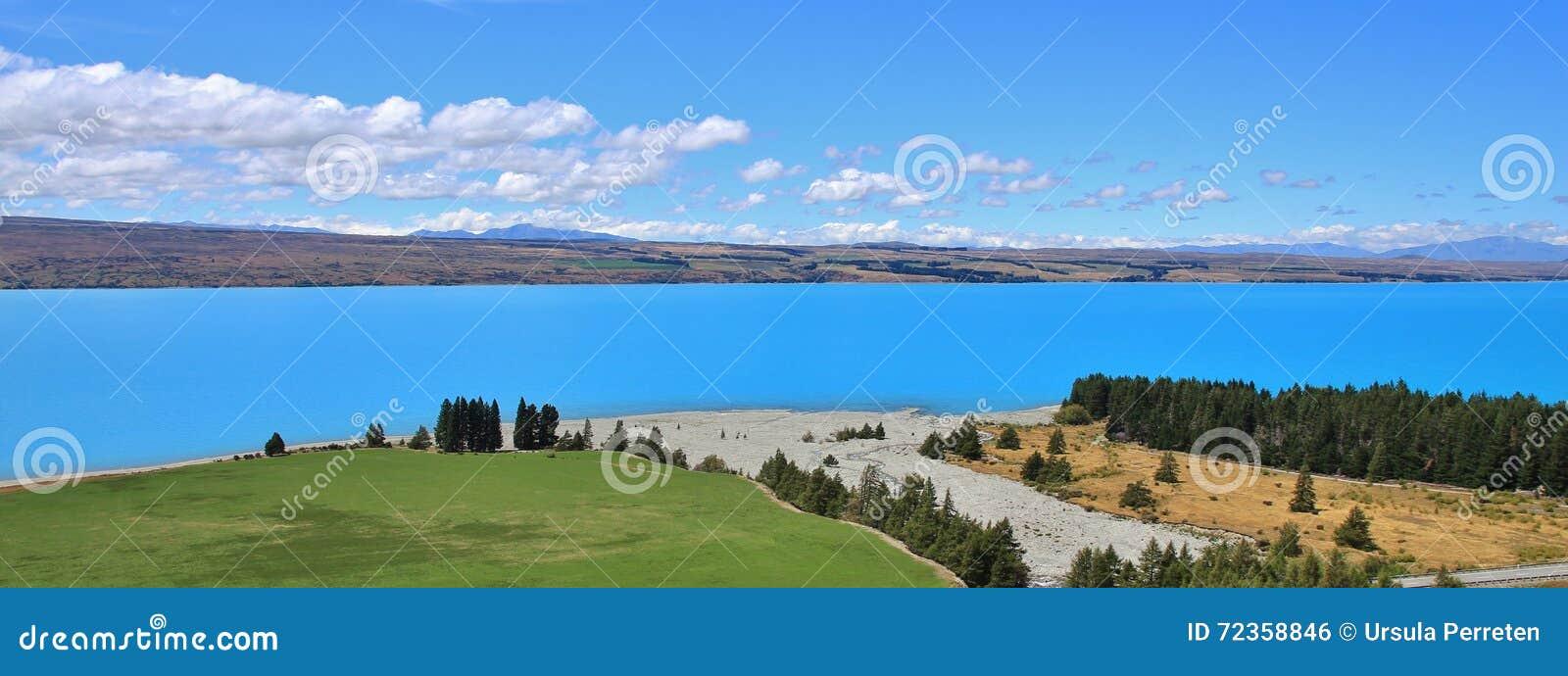 绿松石普卡基湖和河三角洲