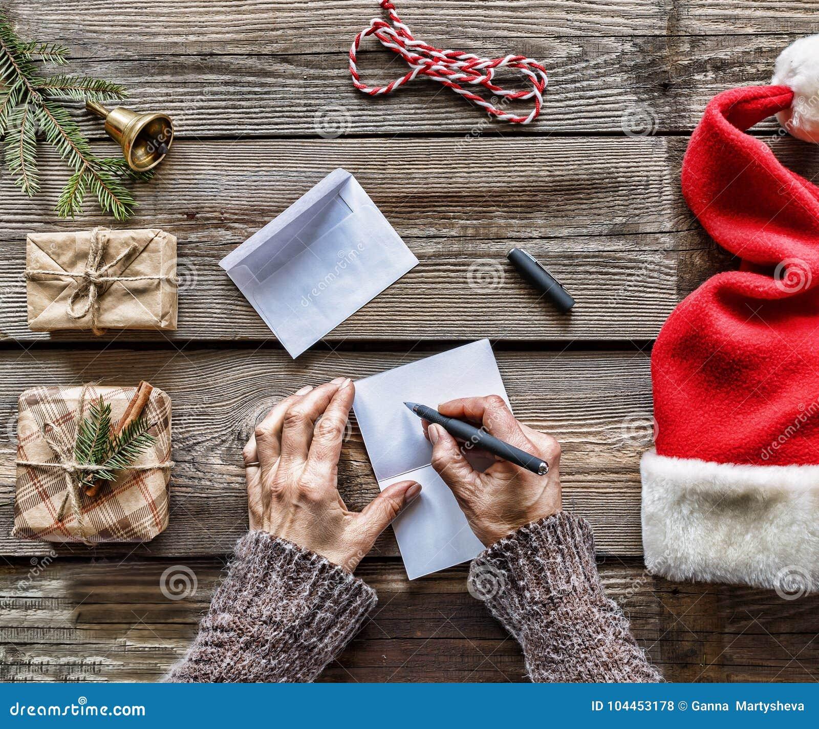 构想:圣诞节 一个人给圣诞老人写一封信