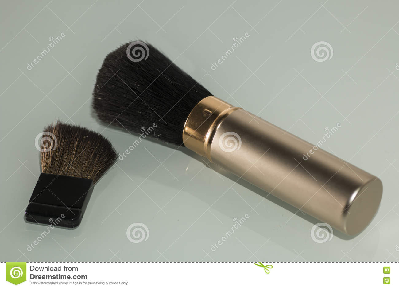 构成和化妆用品的刷子