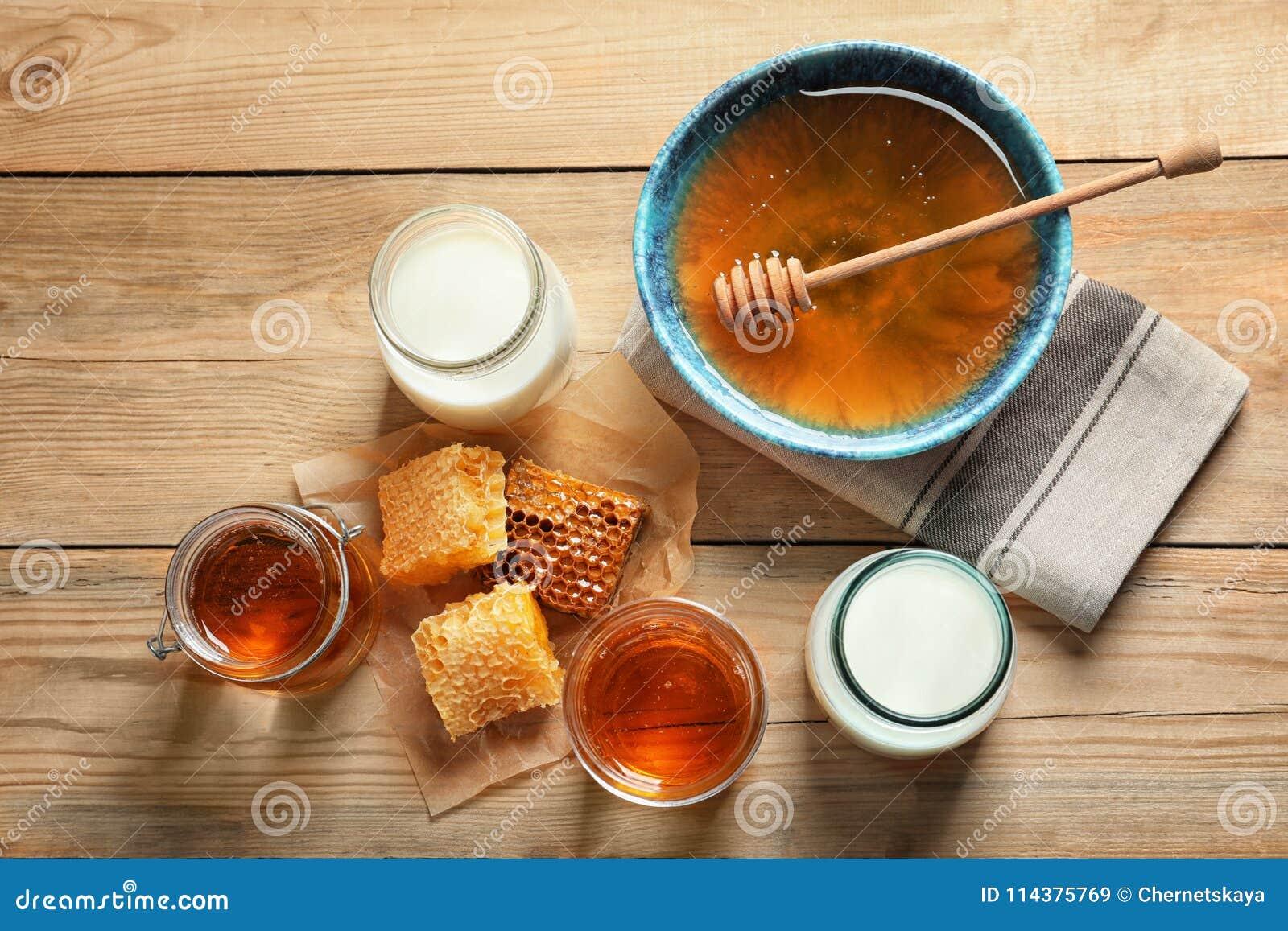 构成用牛奶和蜂蜜
