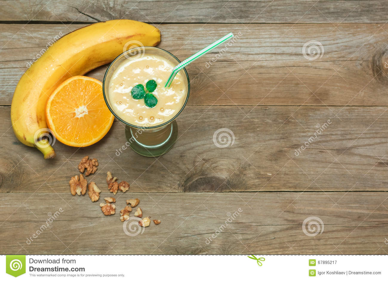果子圆滑的人、香蕉和橙色顶视图