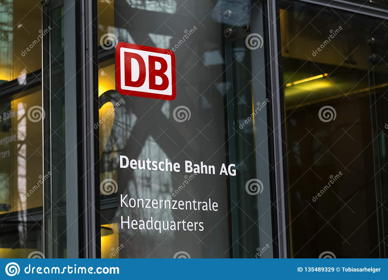 柏林,柏林/德国- 24 12 18:德国铁路总部耸立柏林德国