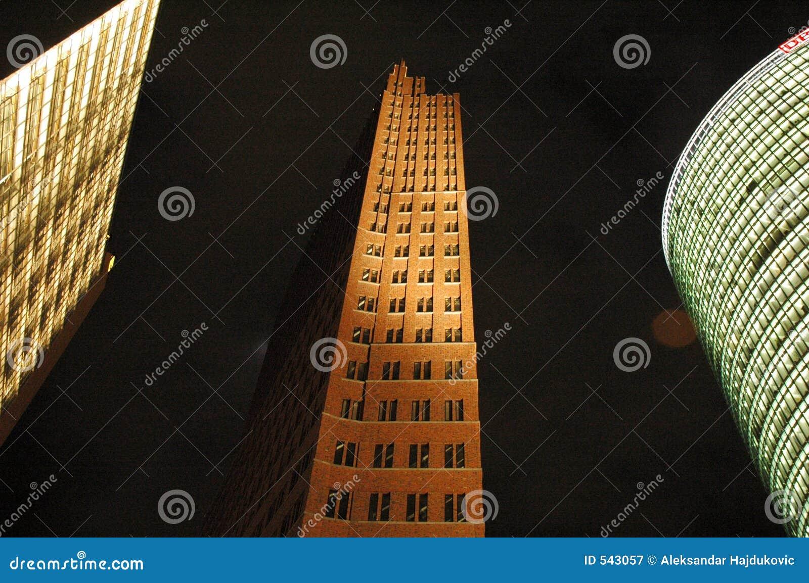 Download 柏林postdamer正方形 库存图片. 图片 包括有 城市, 正方形, 刮板, 天空, berlitz, 布琼布拉 - 543057