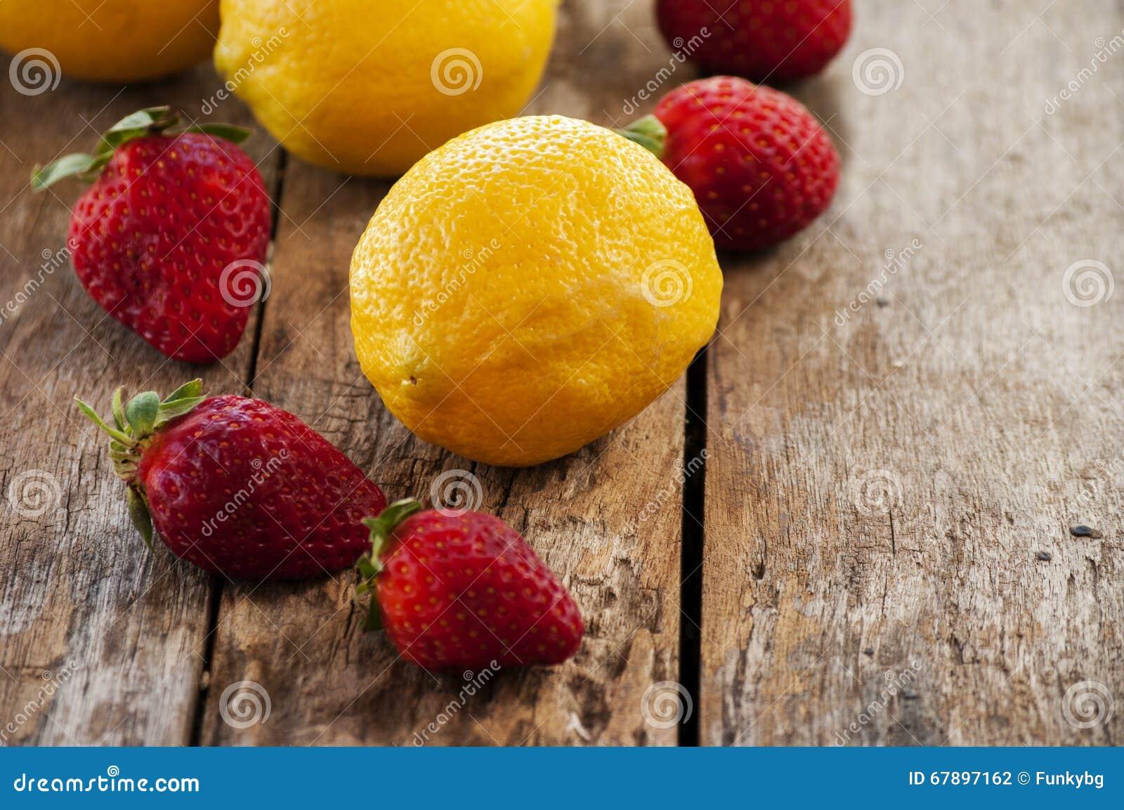 柠檬和草莓,