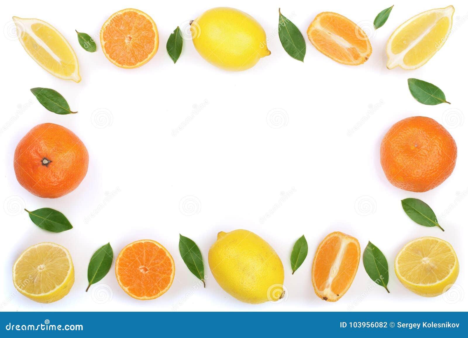 柠檬和蜜桔框架与在白色背景隔绝的叶子与拷贝空间您的文本的 平的位置,顶视图