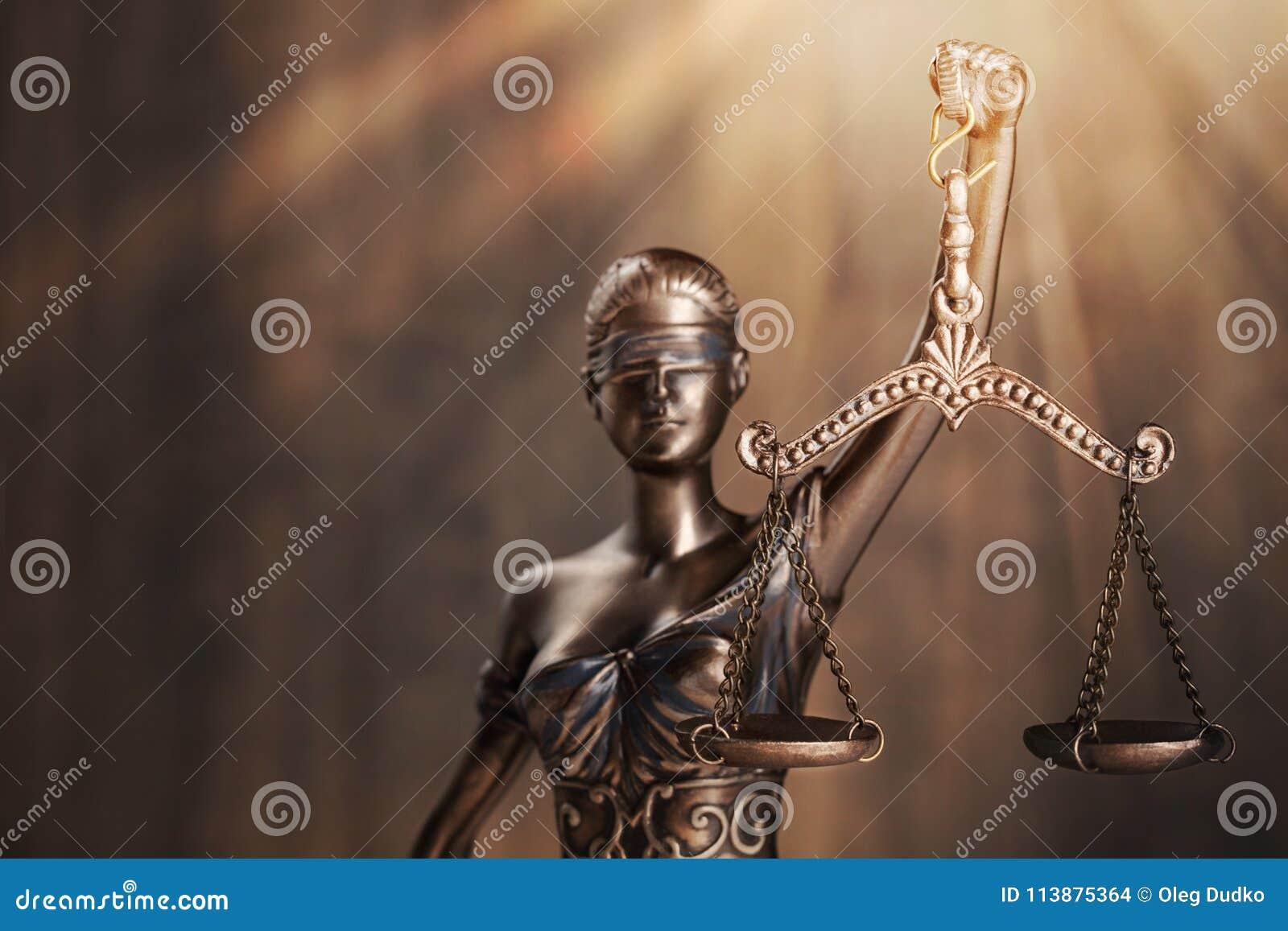 查出的正义剪影雕象白色