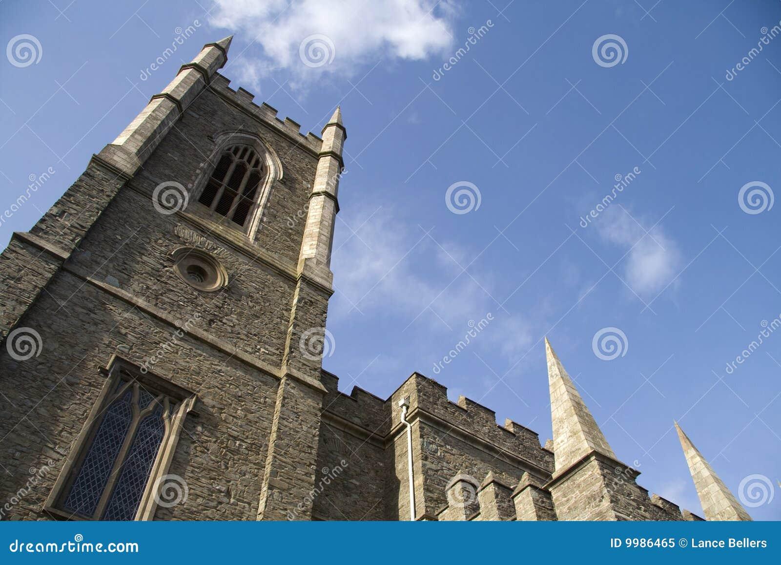 查寻的大教堂下来