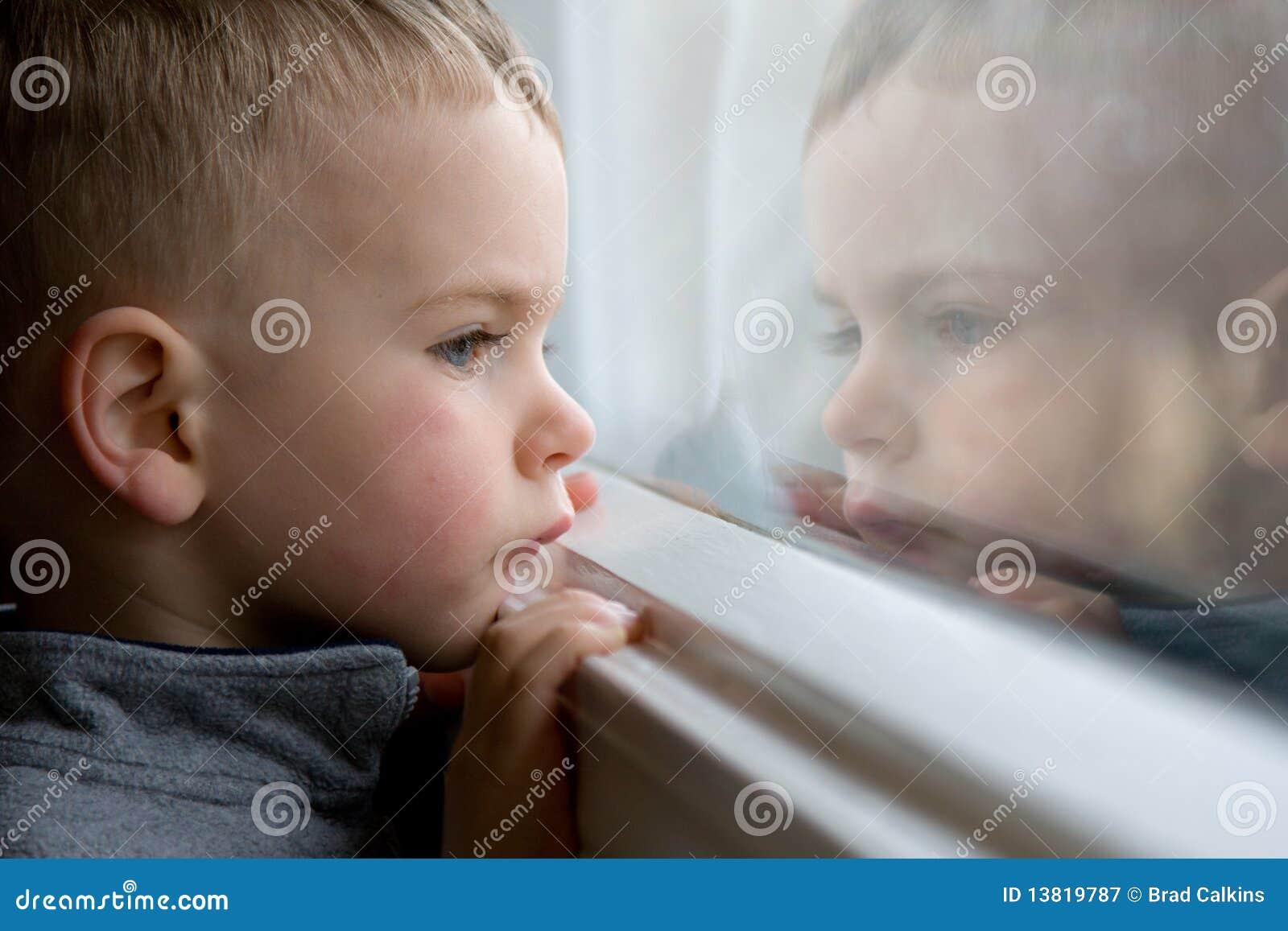 查找视窗的男孩
