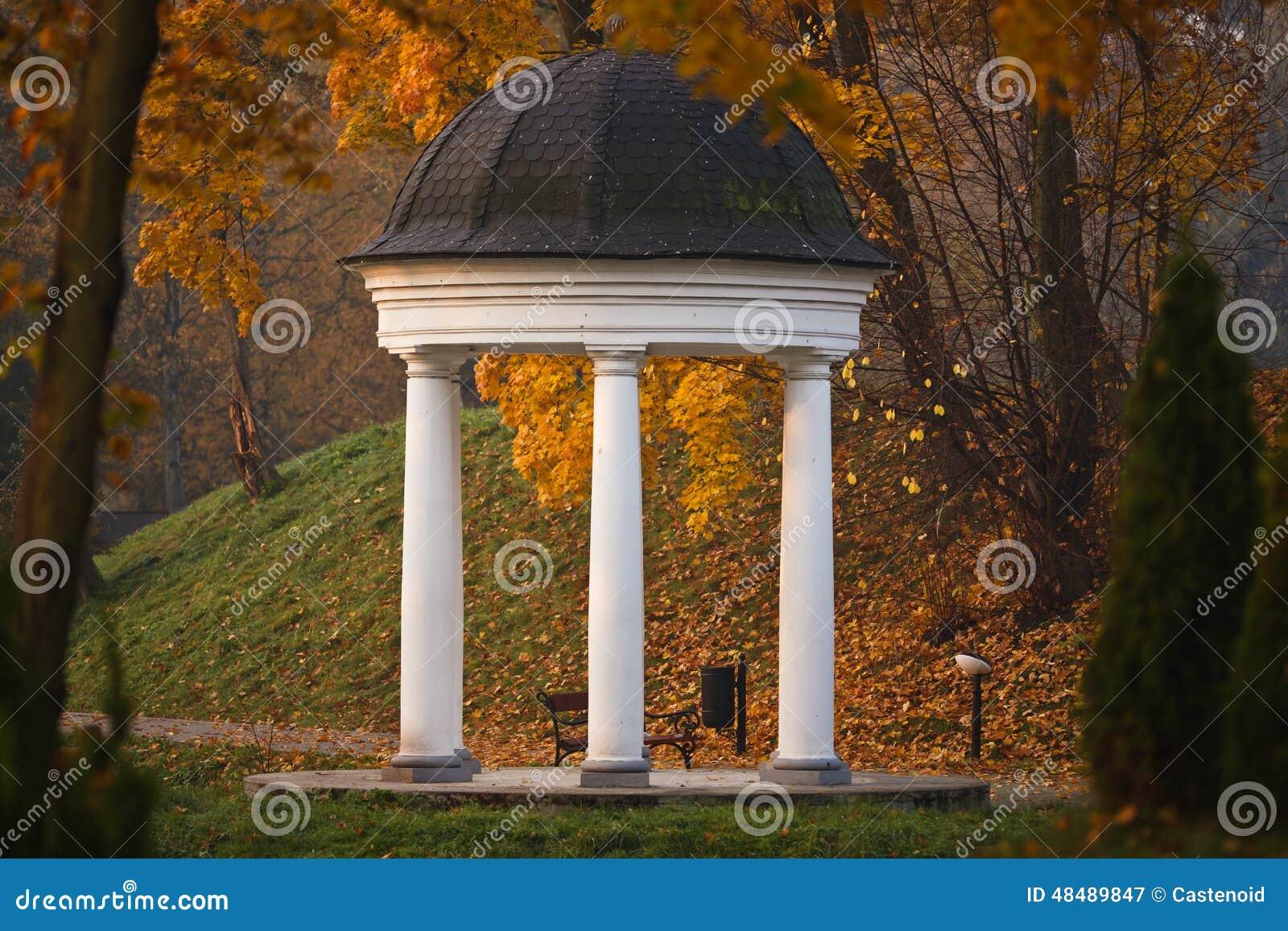 柱廊在Yunost公园