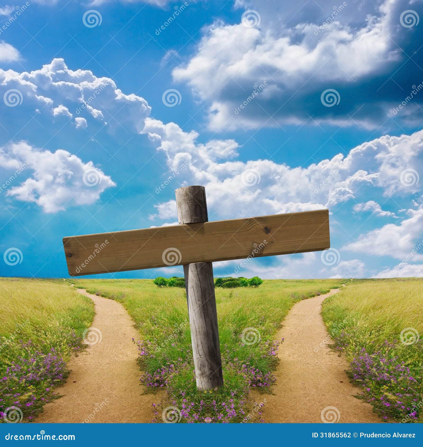 在两条路的连接点的木标志.图片