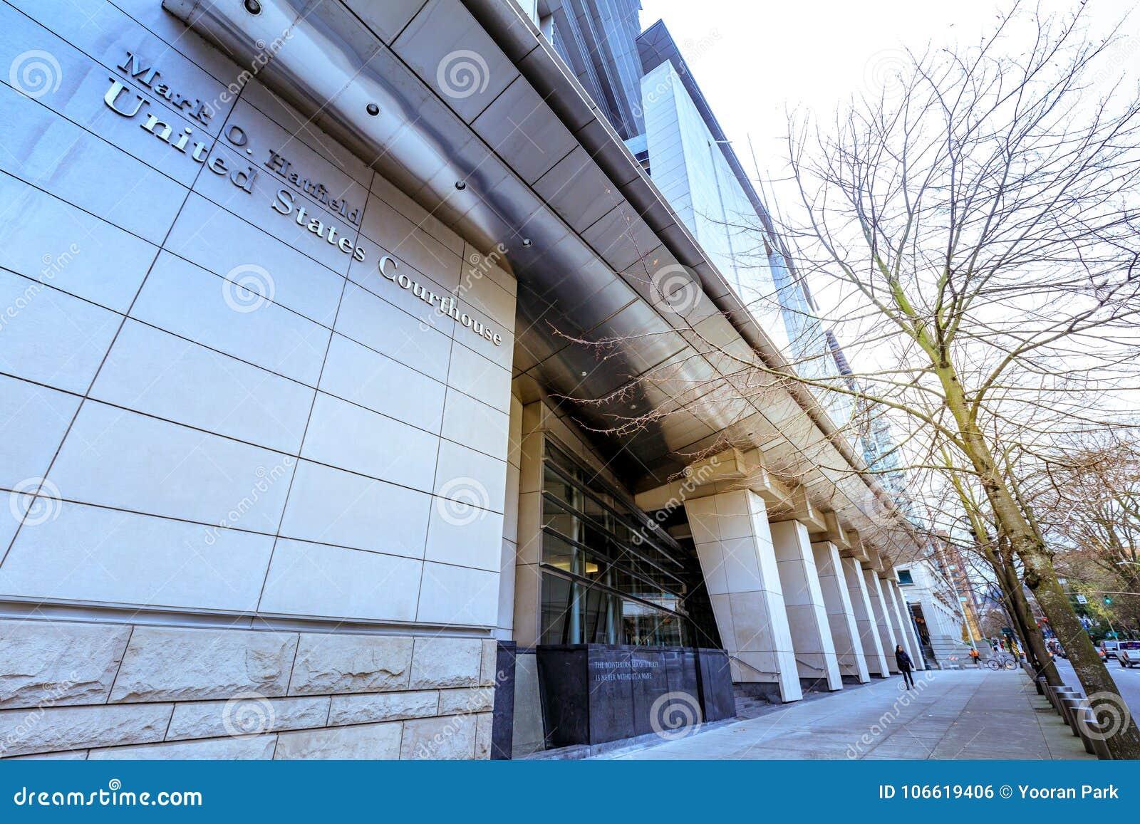标记O 哈特菲尔德美国法院大楼在街市波特兰