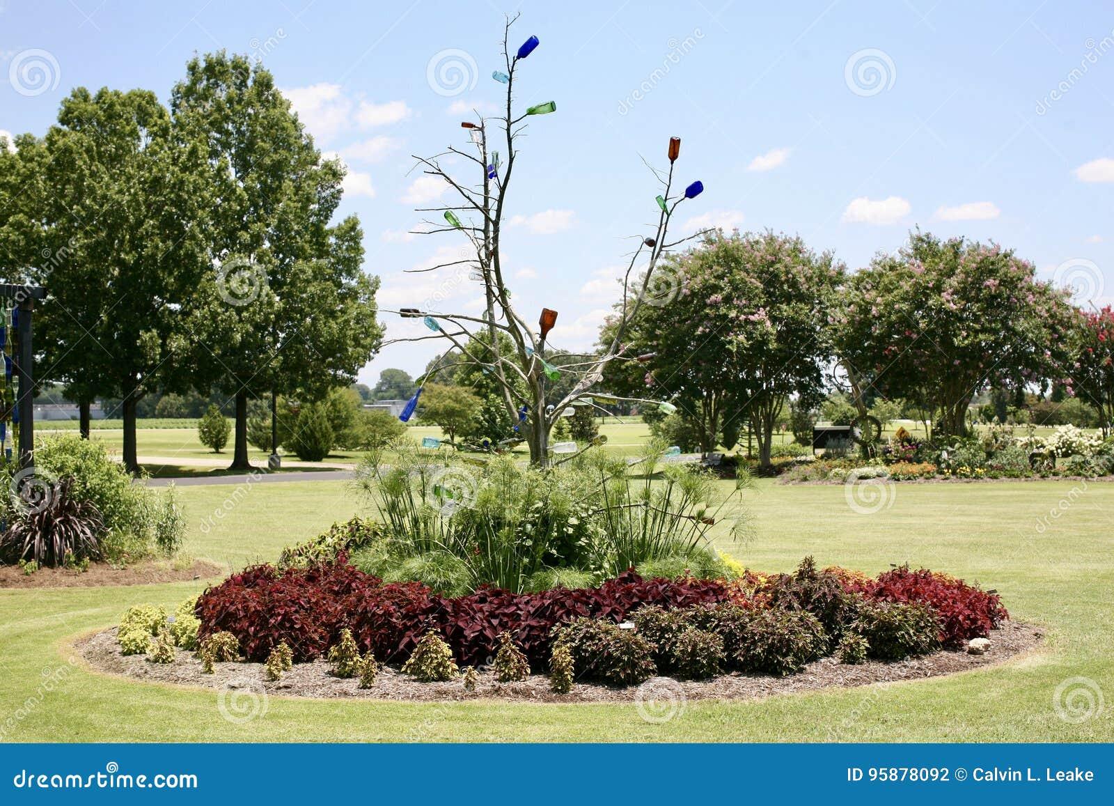 树和瓶艺术显示在西方田纳西农业研究中心